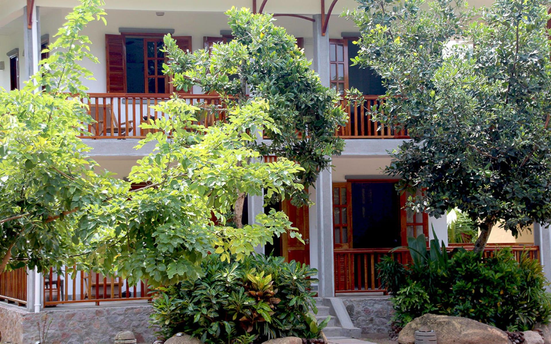Domaine Les Rochers in La Digue:  Apartment - Outside