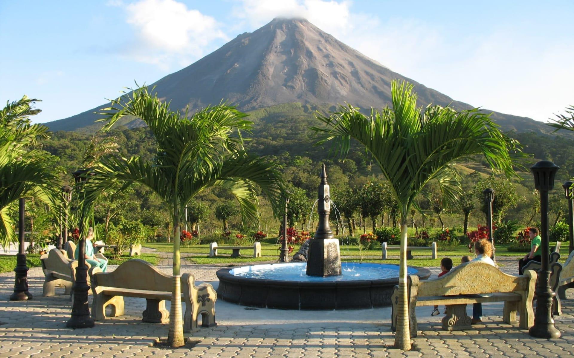 Arenal Kioro Suites & Spa in La Fortuna:  Arenal Kioro Volcano View
