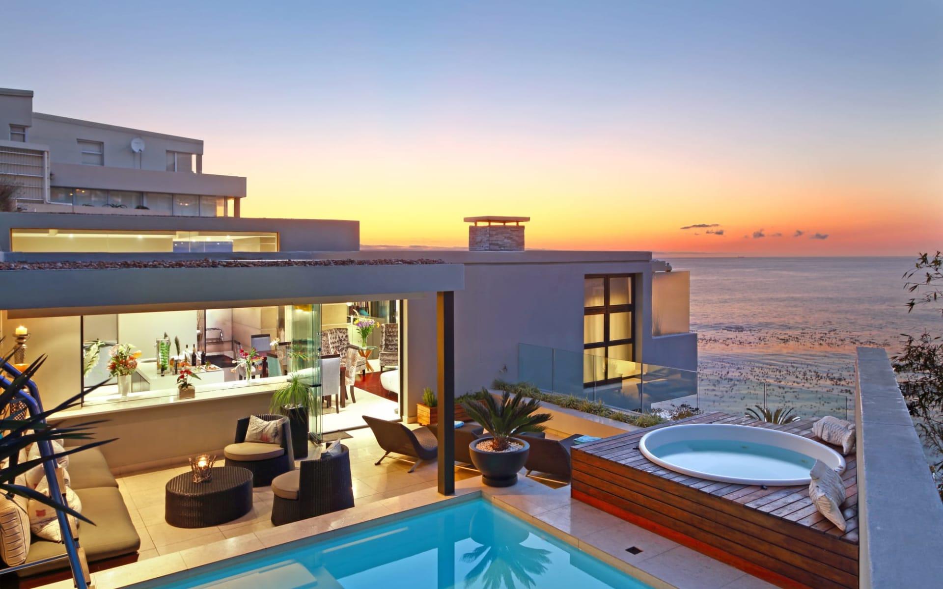 Azamare in Camps Bay: exterior Azamare - Lufthaufnahme Hotel mit Swimmingpool und Aussicht