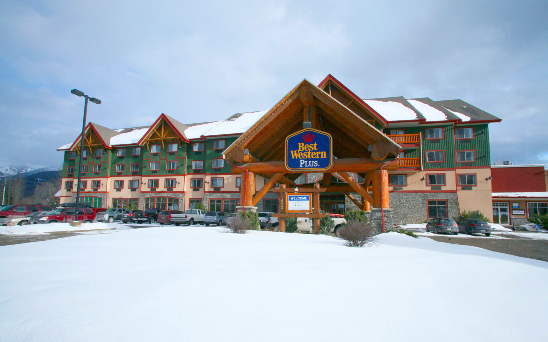 Best Western Plus Fernie Mountain Lodge:  Best Western Plus Fernie Mountain Lodge_Winter