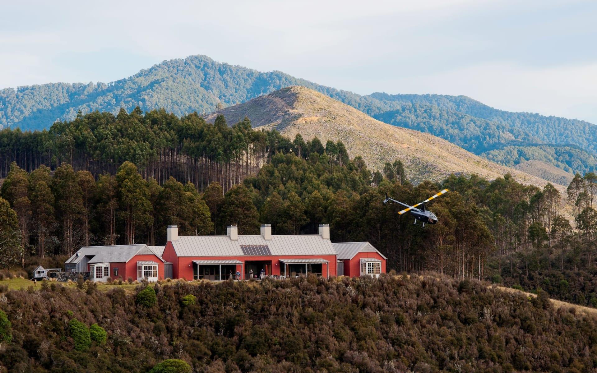 Poronui Lodge in Taupo:  blake-house_32958436205_o