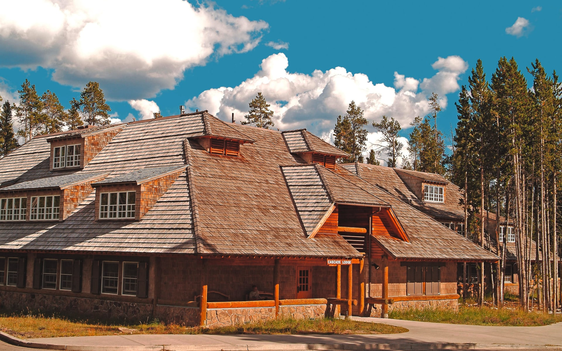 Canyon Lodge and Cabins in Yellowstone National Park: Canyon Lodge_Aussenansicht 2_RMHT