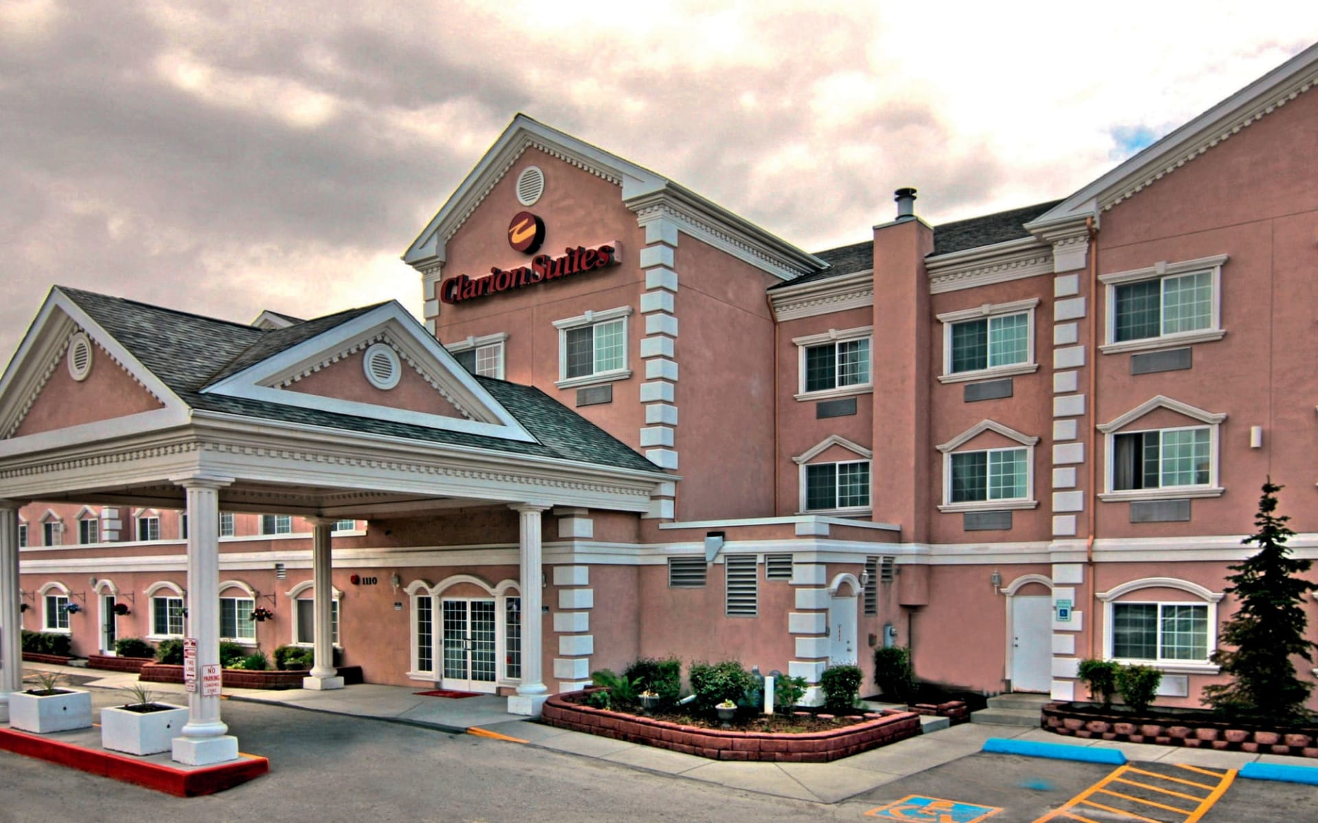 Clarion Suites Downtown in Anchorage:  Clarion Suites Downtown Anchorage - Aussenansicht