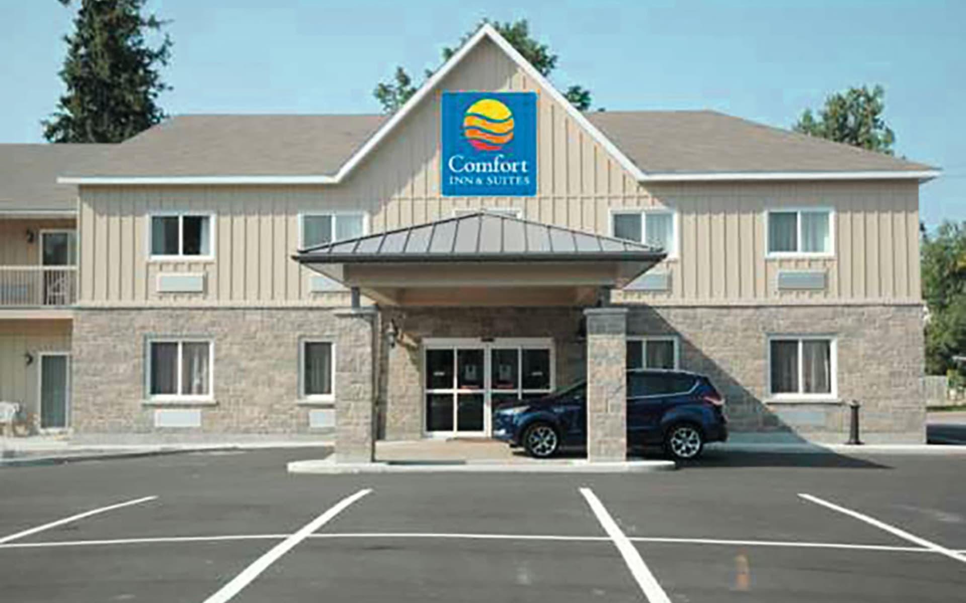 Comfort Inn & Suites 1000 Islands Harbour District in Gananoque: Exterior_Comfort Inn 1000 Islands_Aussenansicht_Jonview