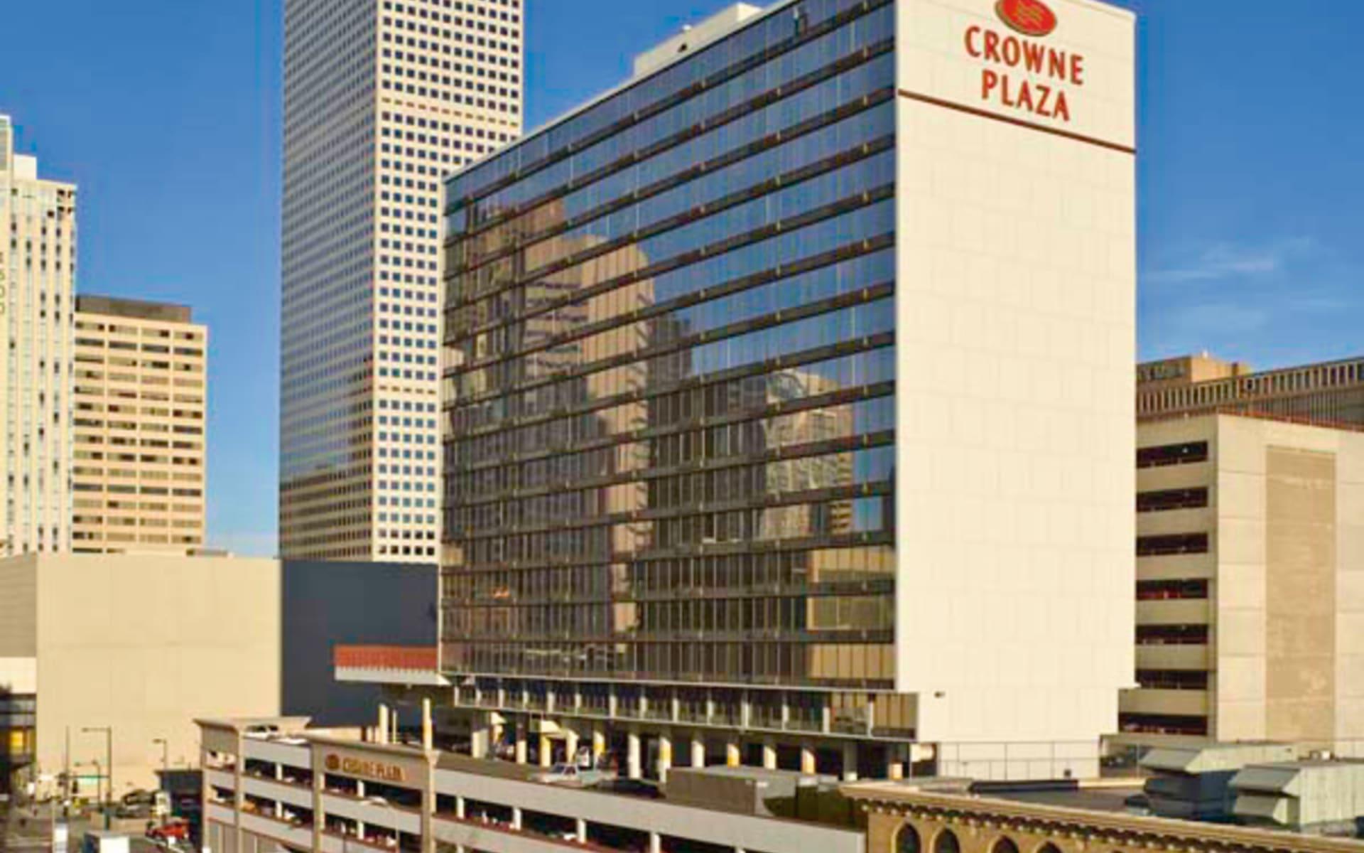 Crowne Plaza Denver Downtown: exterior crowne plaza denver hotelanicht strasse