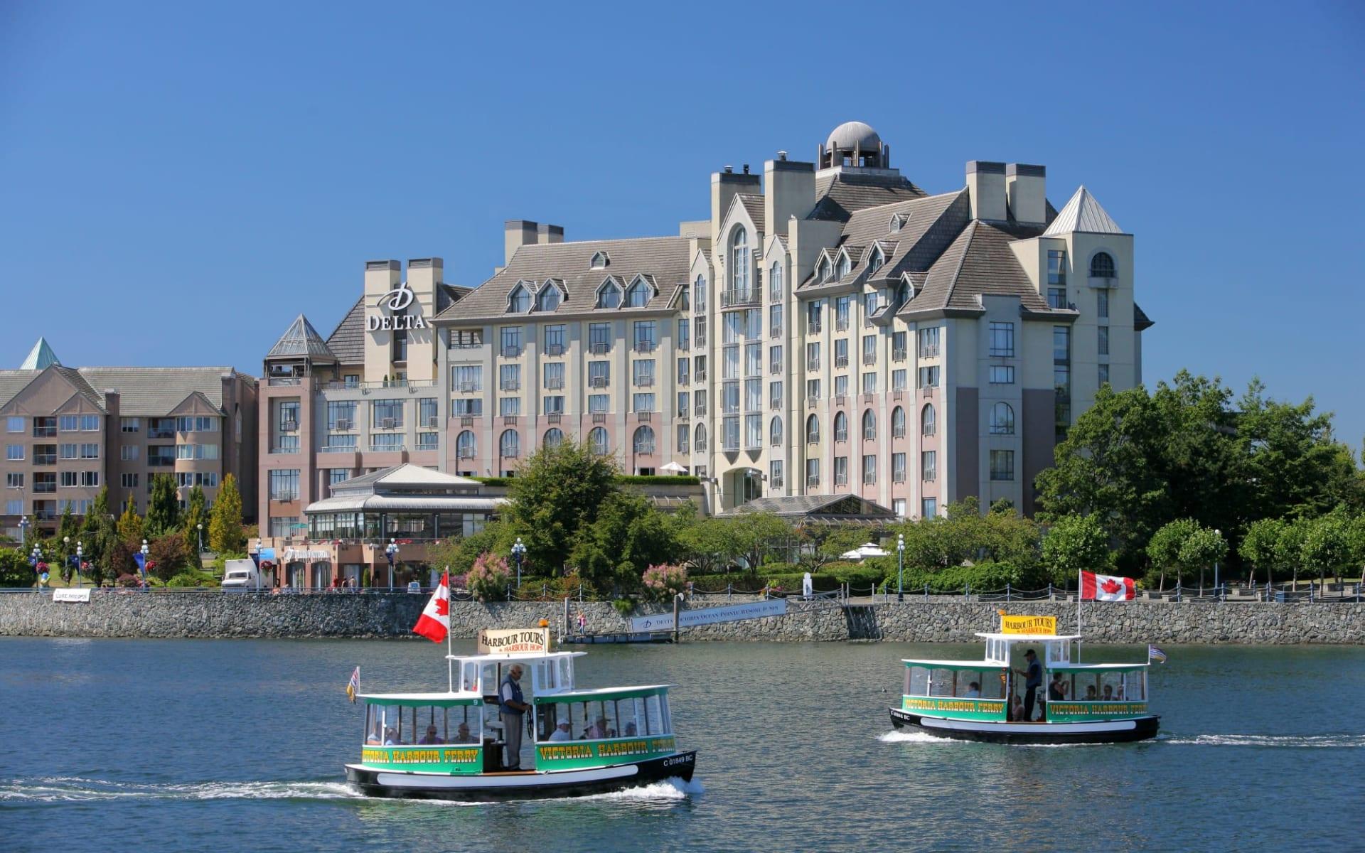 Delta Victoria Ocean Pointe Resort & Spa:  Delta Victoria Ocean Point Resort&Spa_FrontViewWithHarbourFerry
