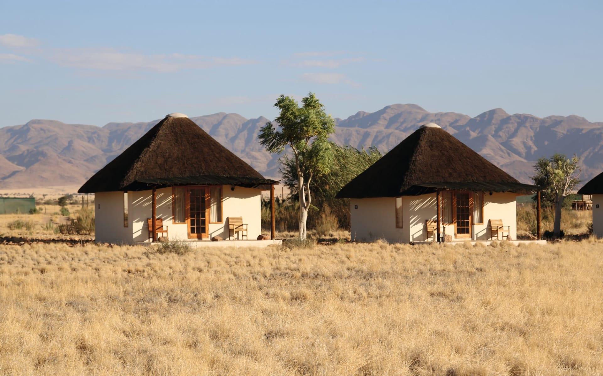 Desert Homestead in Sesriem: exterior Desert Homestead - Bungalows von Aussen