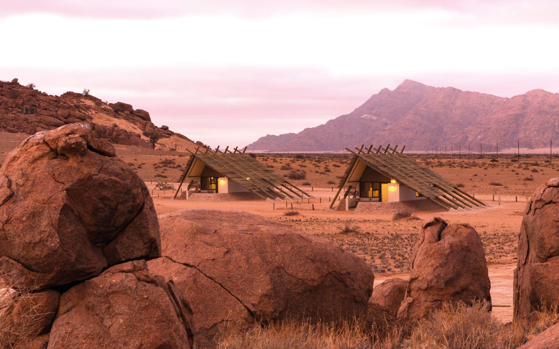 Desert Quiver Camp in Sesriem: Desert Quiver Lodge - Zimmer von Aussen