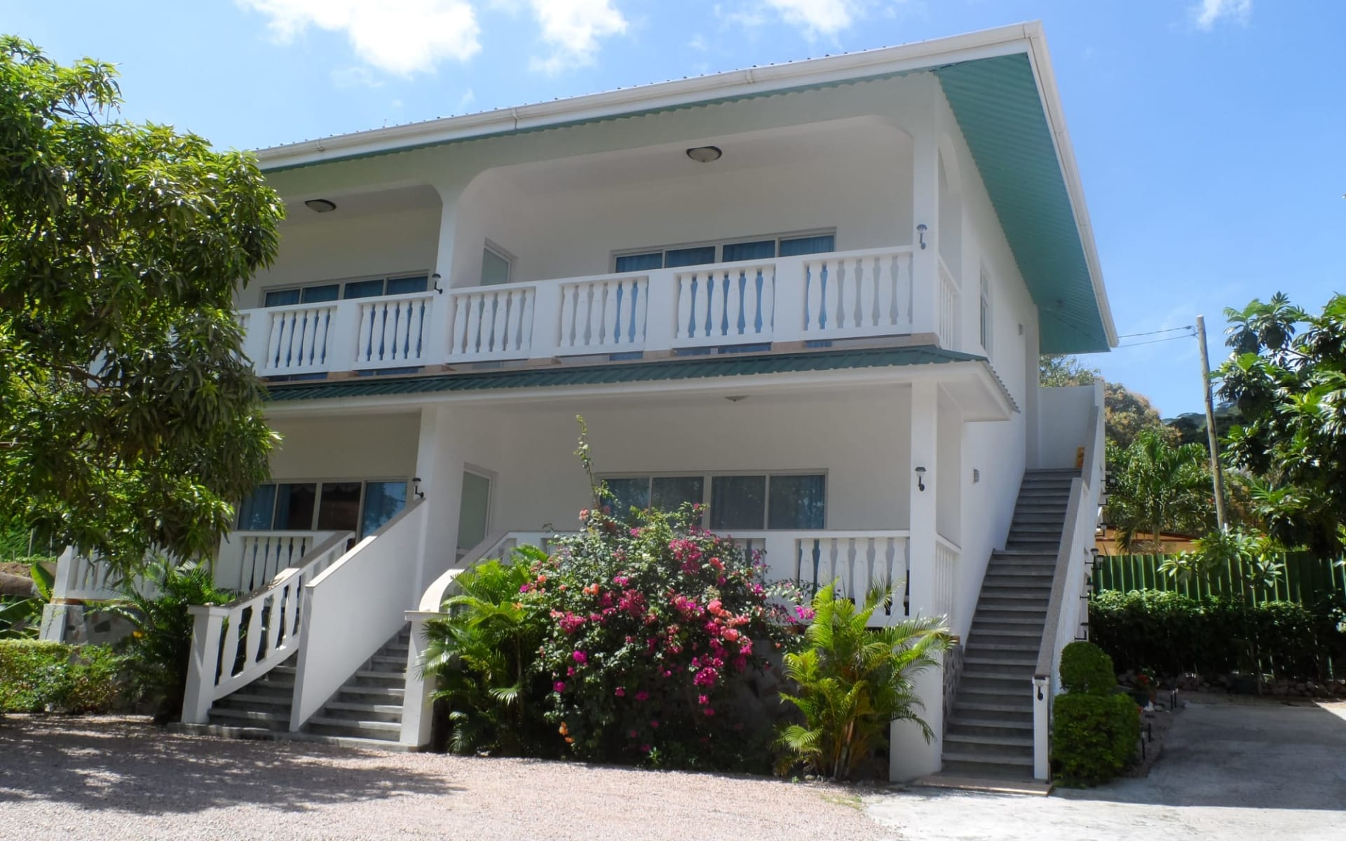 Divers Lodge in Mahé:  divers lodge guest house