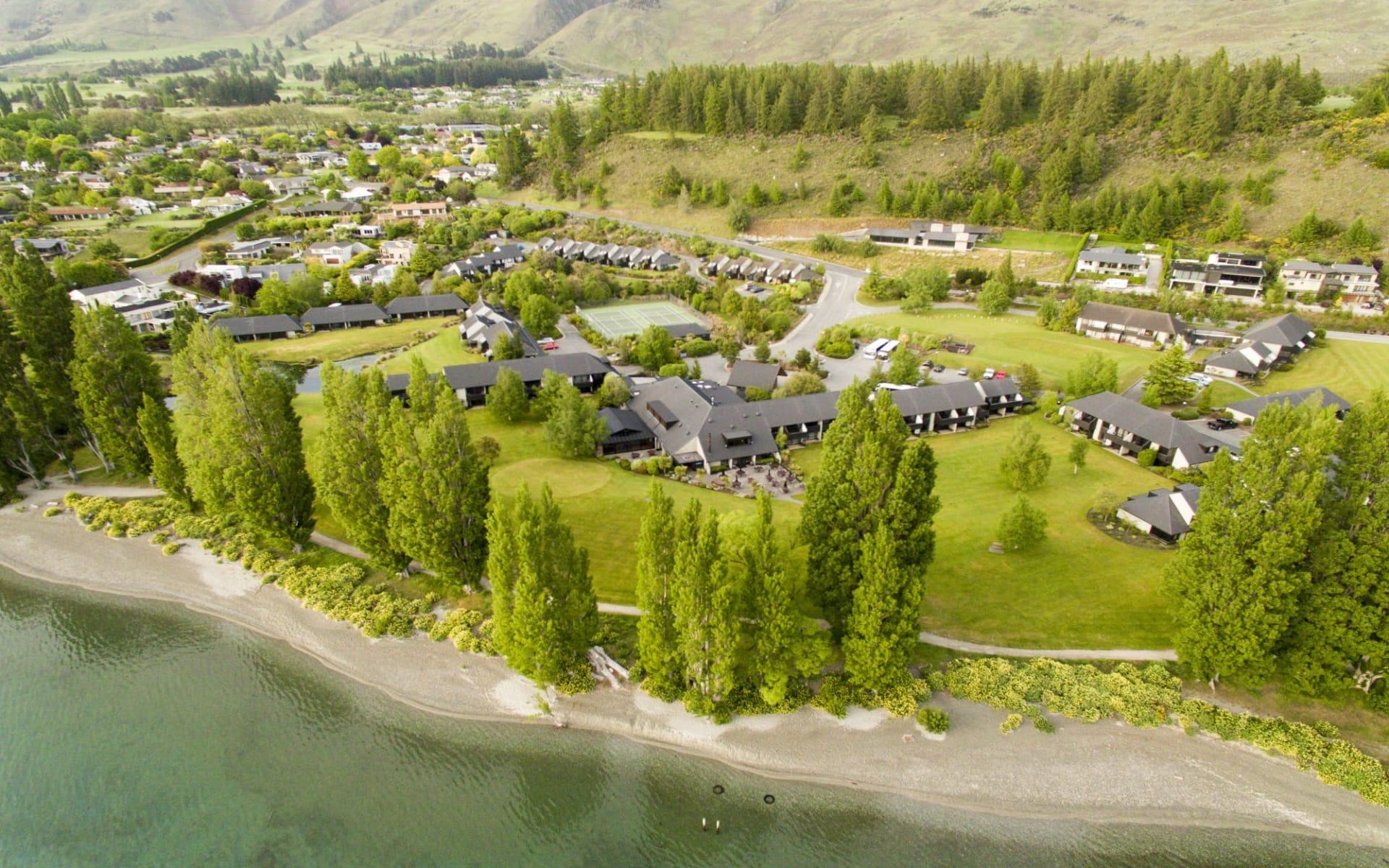 Edgewater Resort in Wanaka:  Edgewater_Aerial_Full View From Lake 2