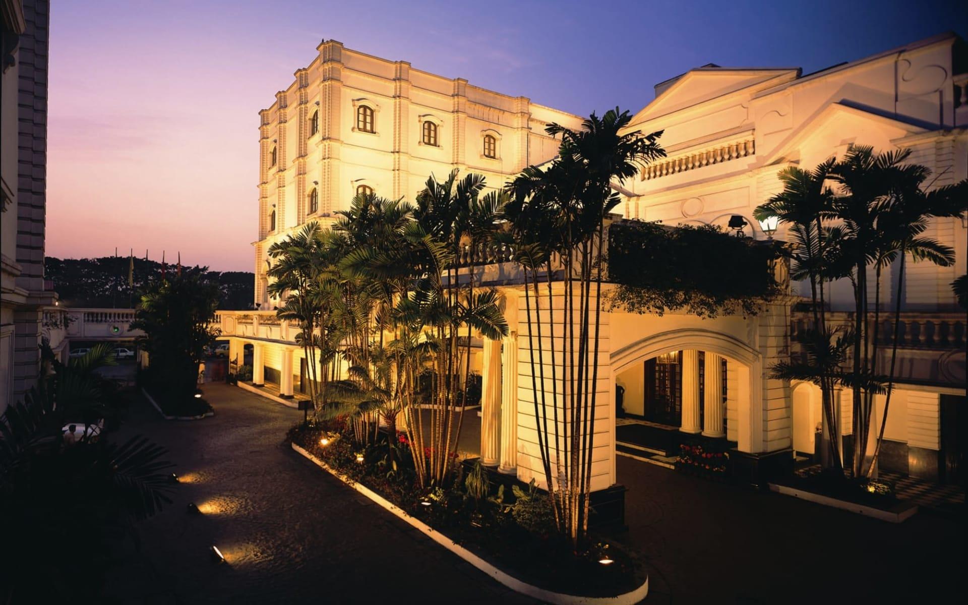 The Oberoi Grand in Kolkata: Entrance