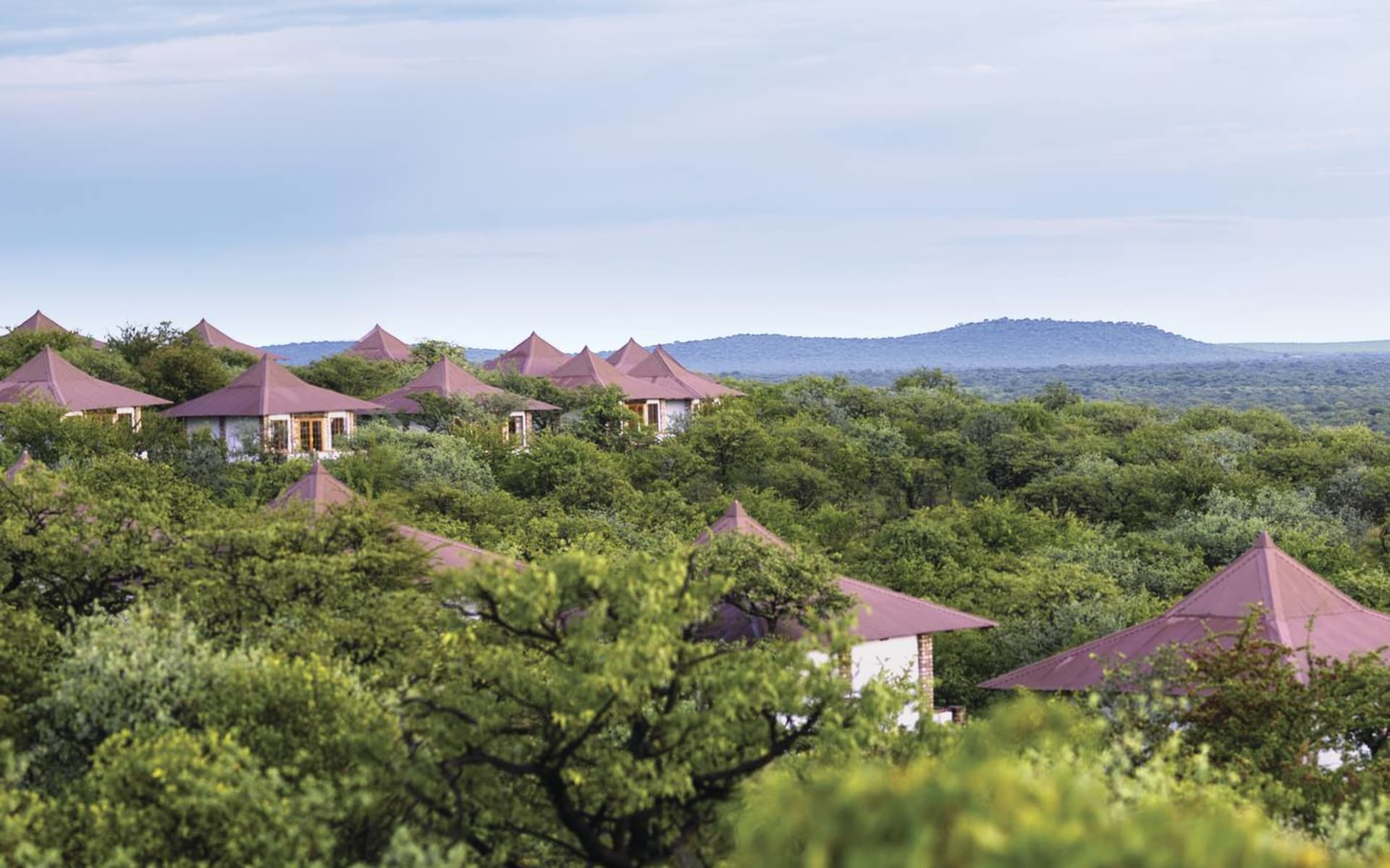 Etosha Safari Lodge in Etosha Nationalpark: exterior Etosha Safari Lodge -Chalets von aussen
