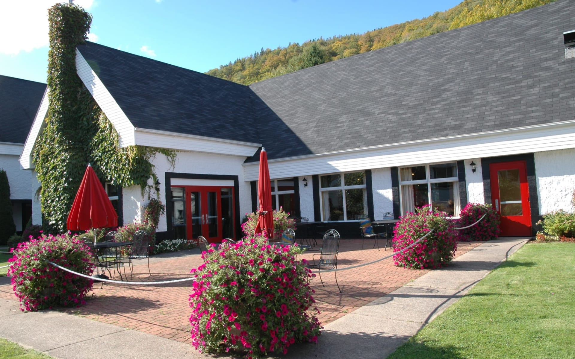 Glenora Inn & Distillery in Mabou: Terrasse