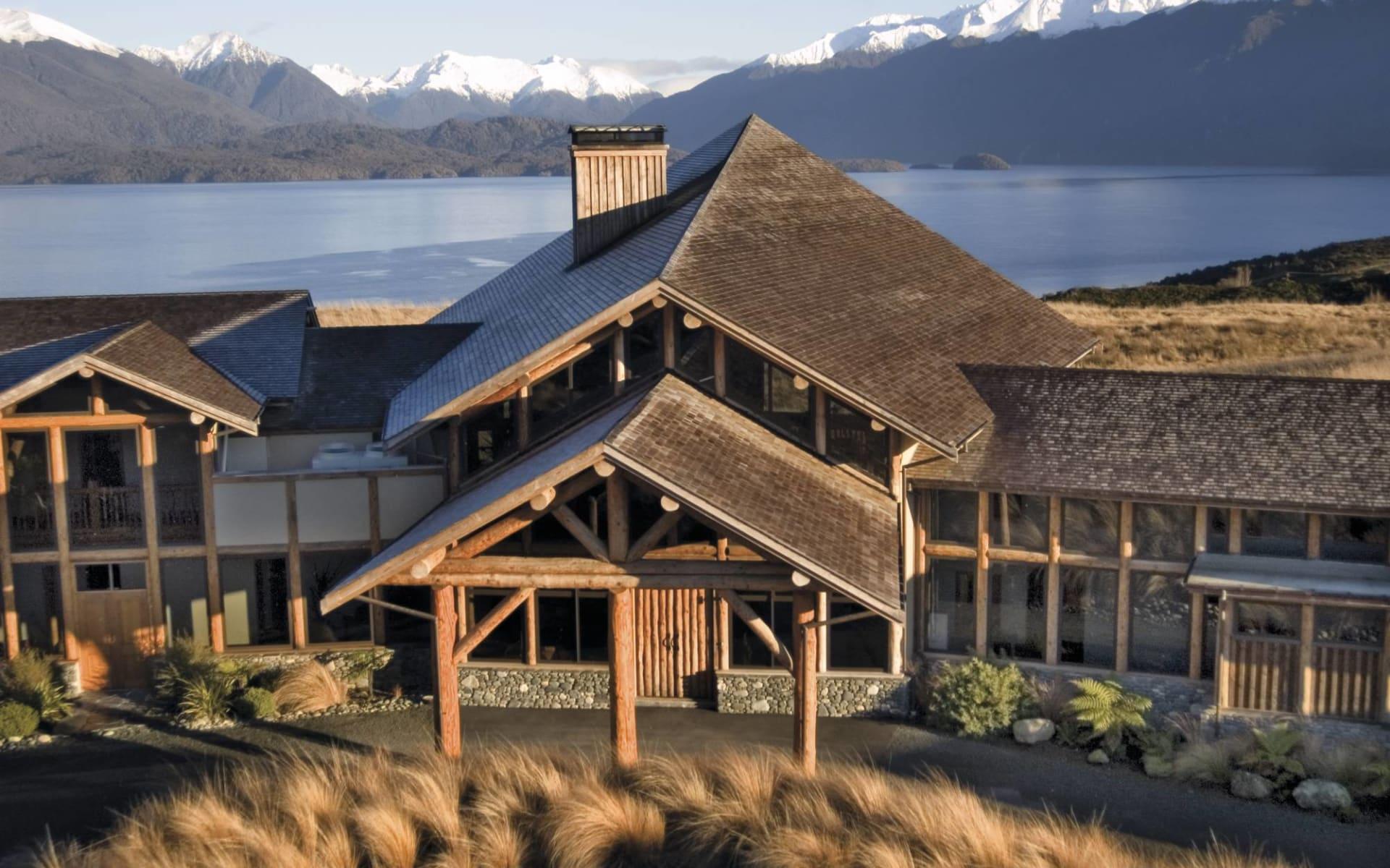 Fiordland Lodge in Te Anau:  Fiordland Lodge - Blick auf den Eingang