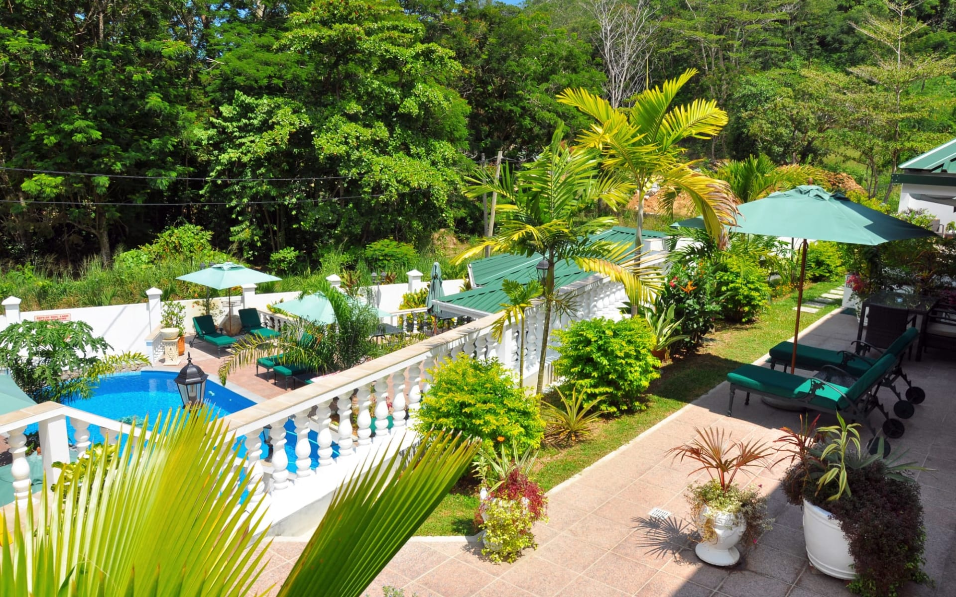 Hanneman Holiday Residence in Mahé:  Garden pool area