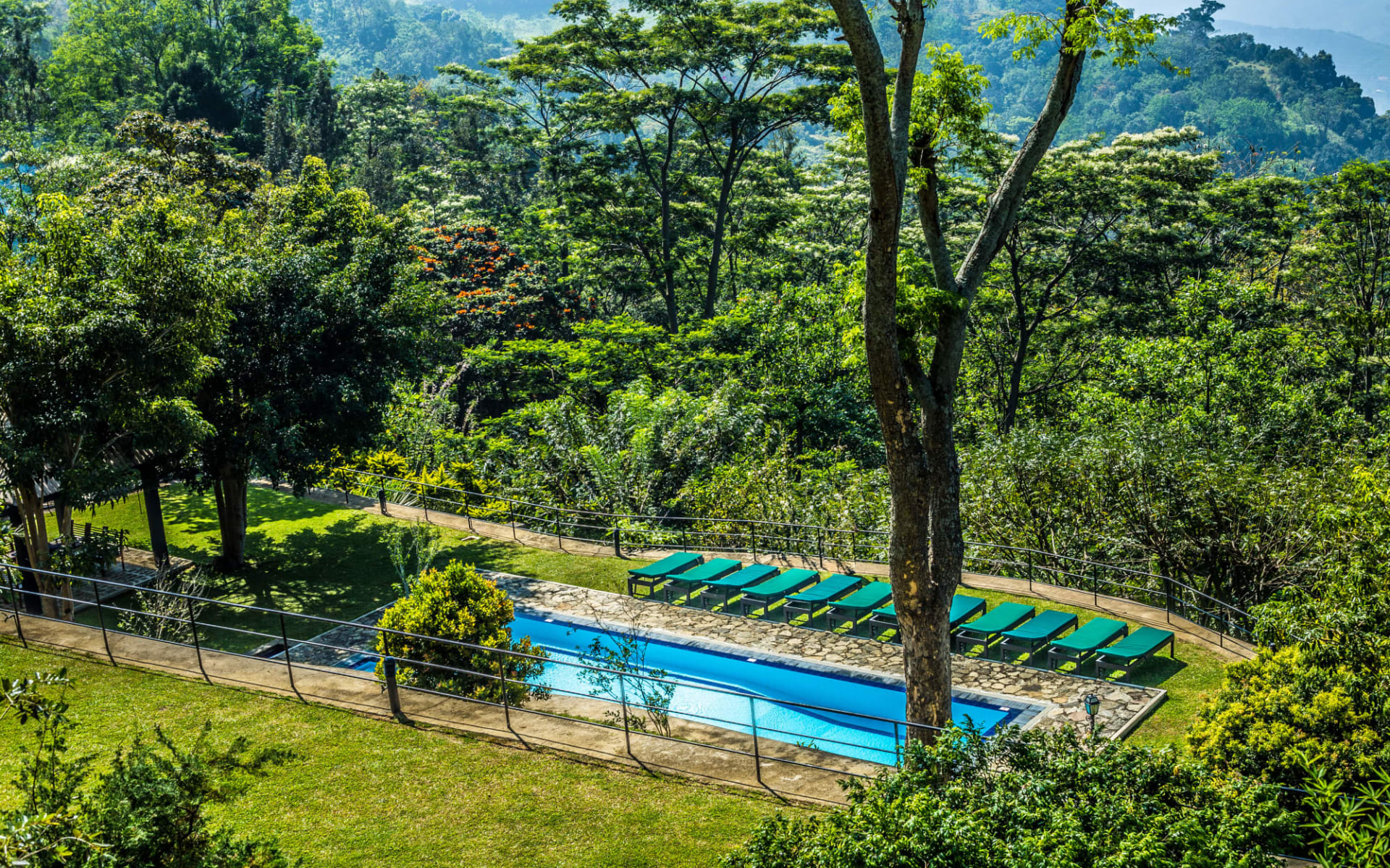 Melheim Resort in Ella, Haputale, Koslanda: Garden with Pool