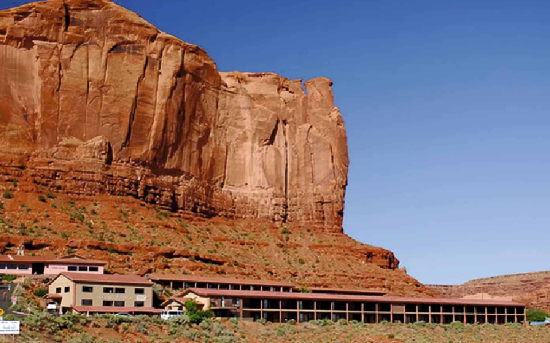 Goulding's Lodge in Monument Valley: exterior gouldings lodge steingebirge hotel