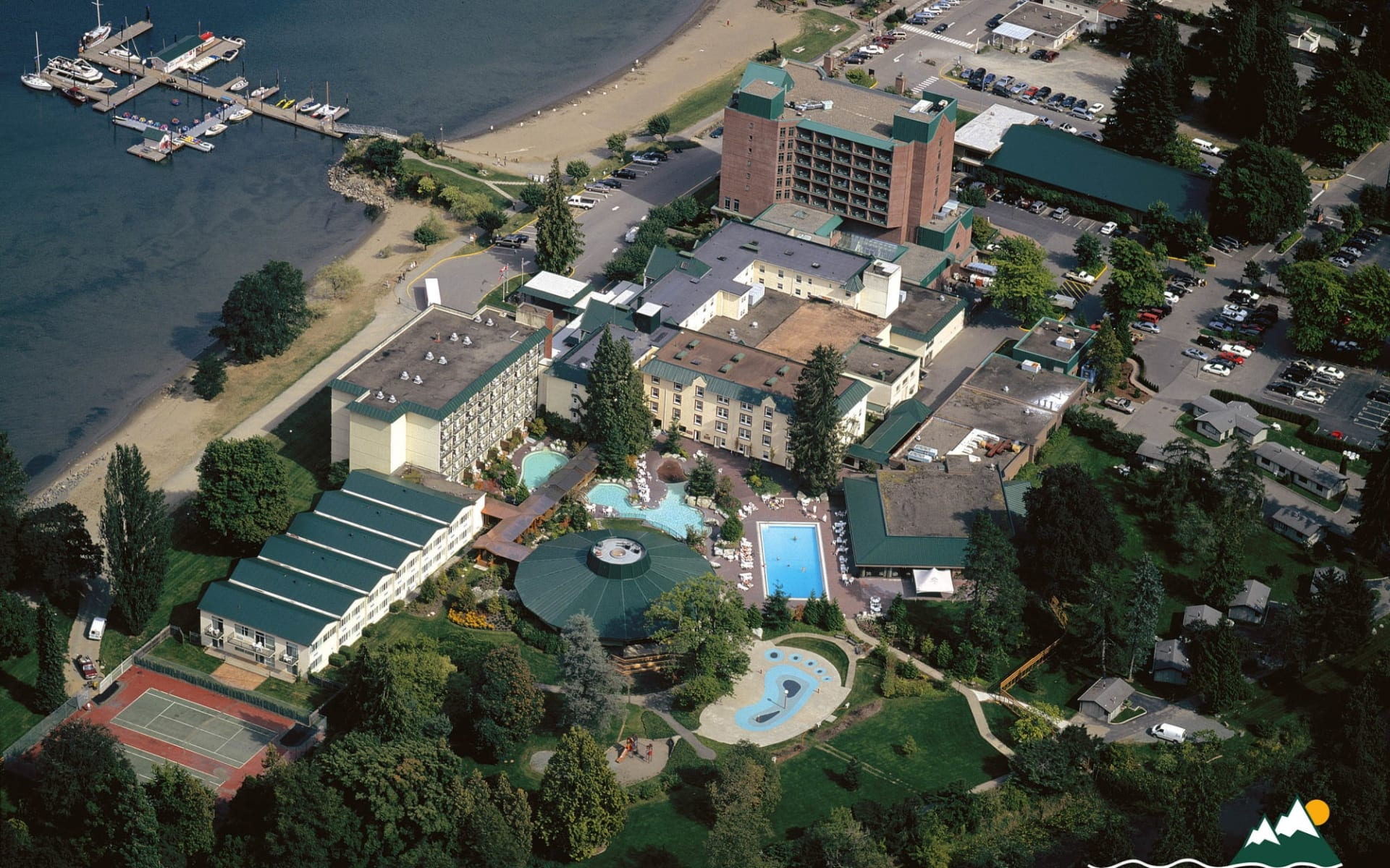 Harrison Hot Springs Resort & Spa:  Harrison Hot Springs Resort & Spa_AerialView