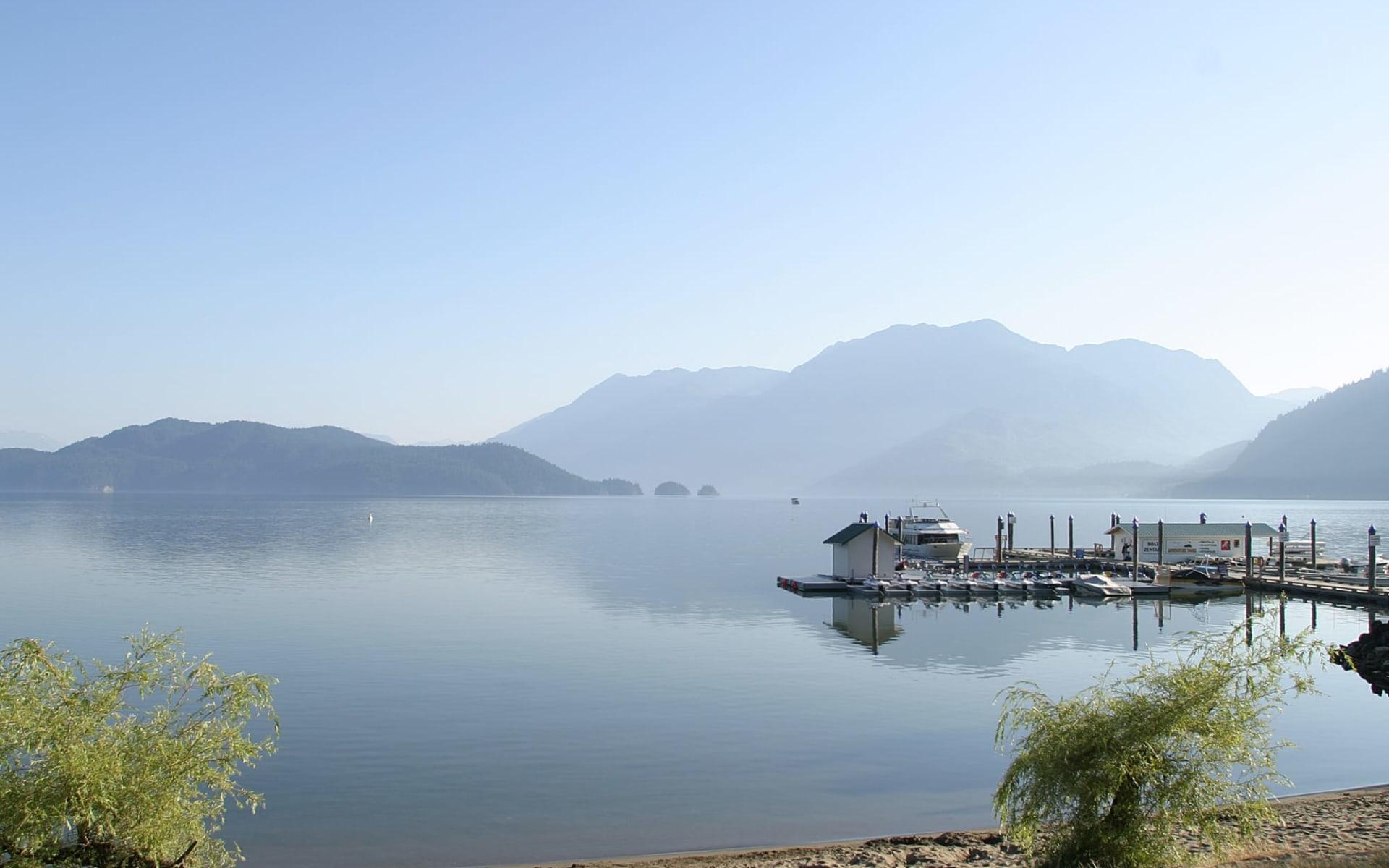 Harrison Hot Springs Resort & Spa:  Harrison Hot Springs Resort & Spa_Lake&Mountainview