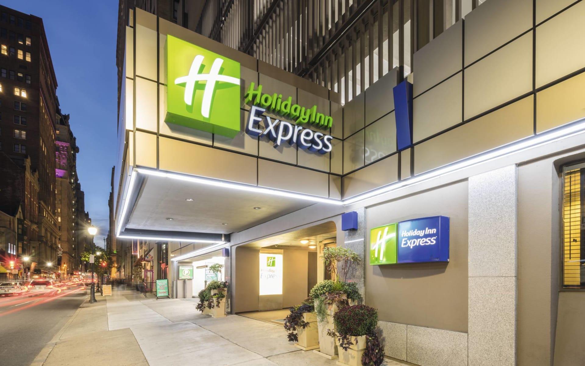 Holiday Inn Express Midtown in Philadelphia: Exterior_Holiday Inn Express Midtown PHL_Aussenansicht bei Nacht_ATI