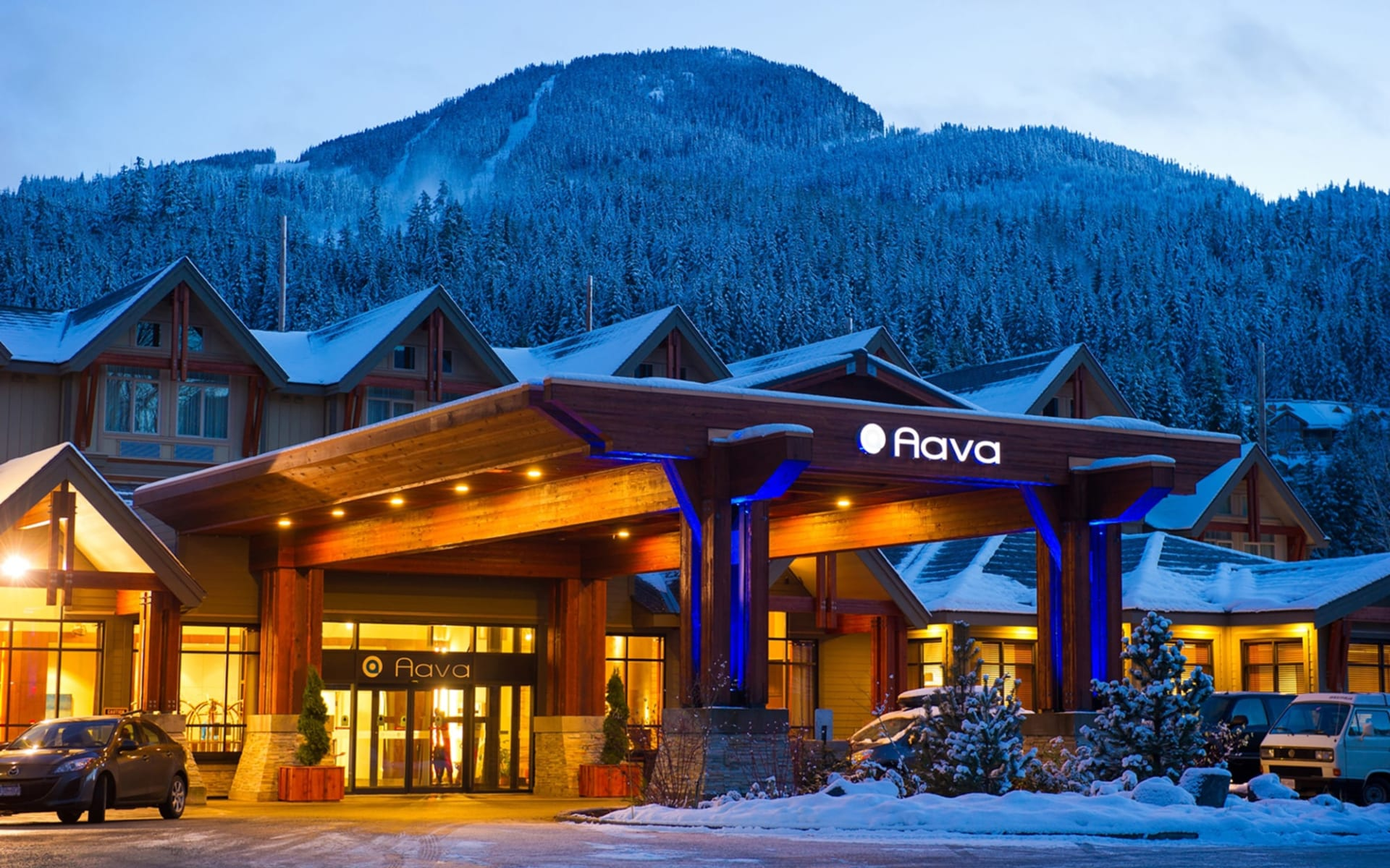 Aava Whistler Hotel: exterior_Hotel Aava_EntranceAreaWinter
