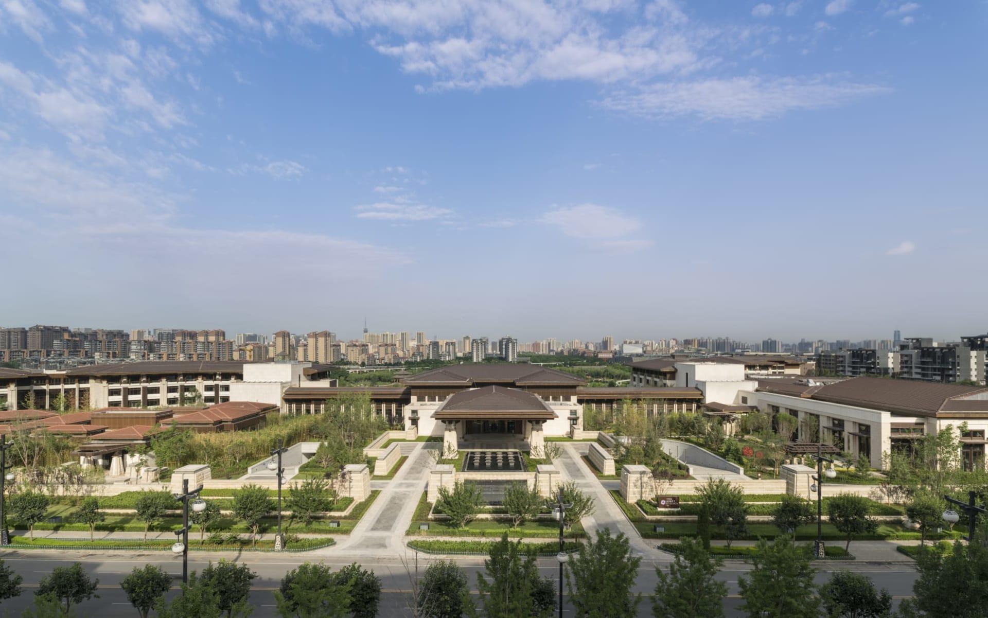 Hyatt Regency in Xian: Hotel Exterior Day Shot