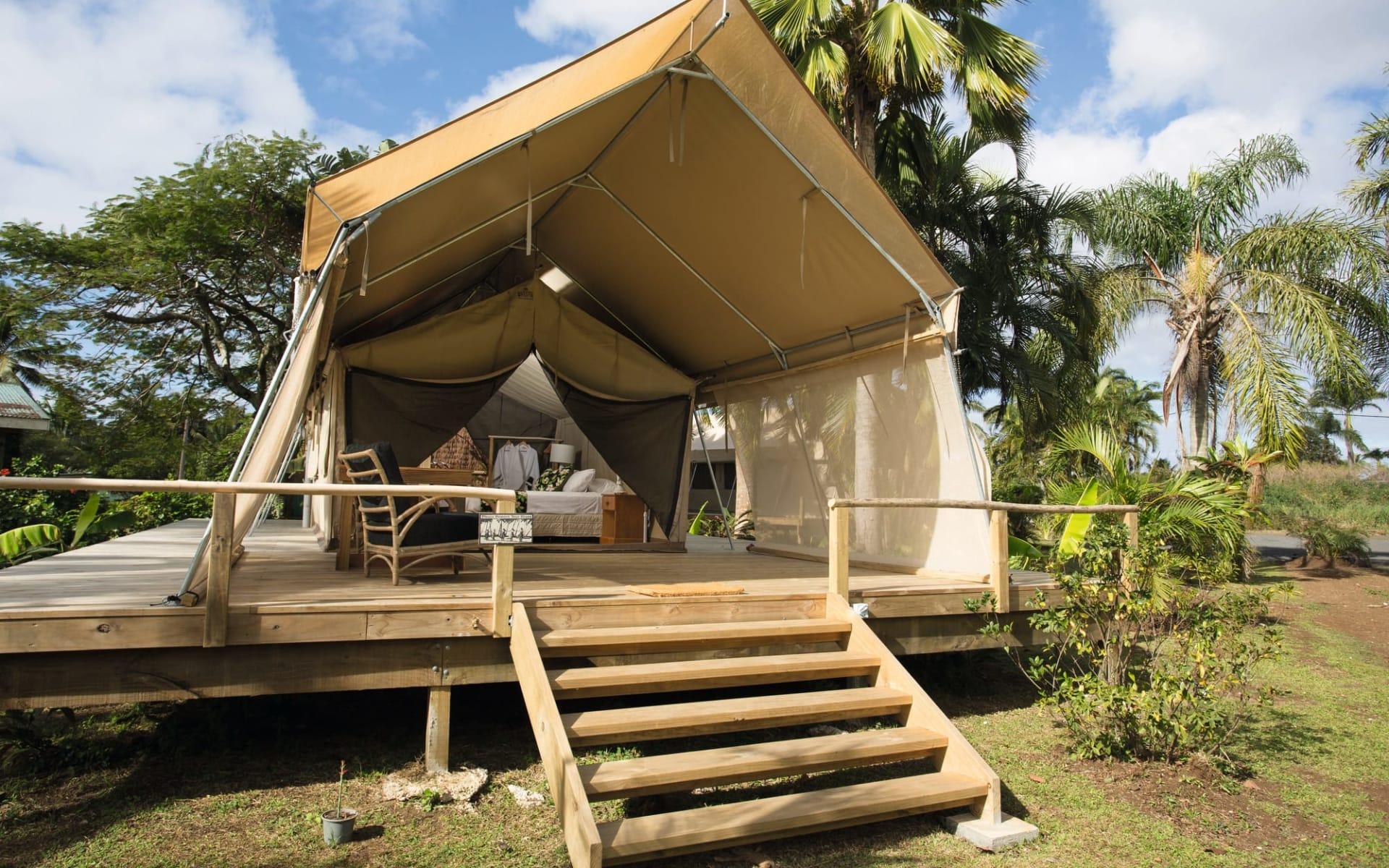 Ikurangi Eco Retreat in Rarotonga:  Ikurangi Eco Retreat Rarotonga Cook Islands - Blick auf Luxury Safari Tent von aussen