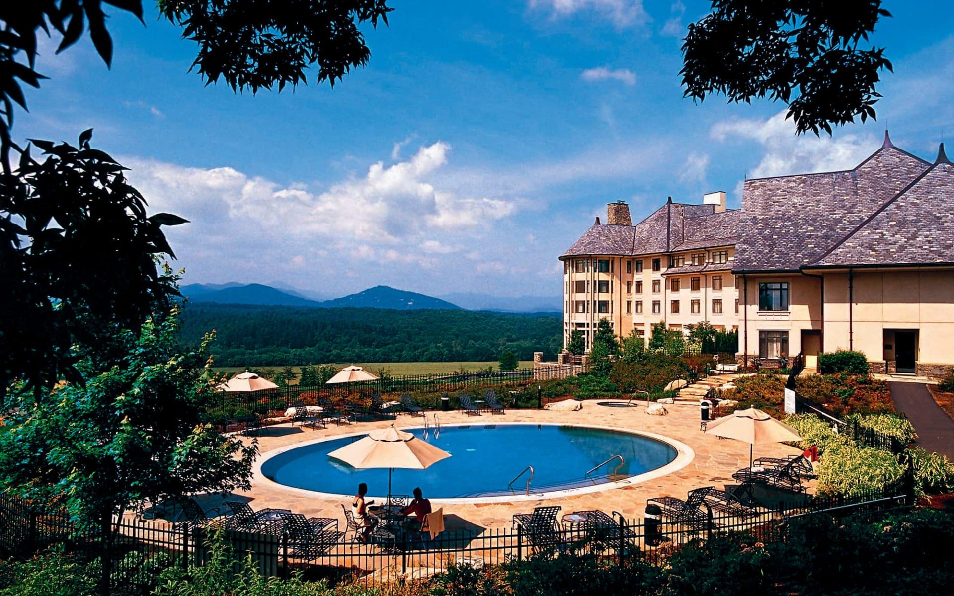 Inn on Biltmore Estate in Asheville: exterior inn on baltimore estate poolanlage bäume