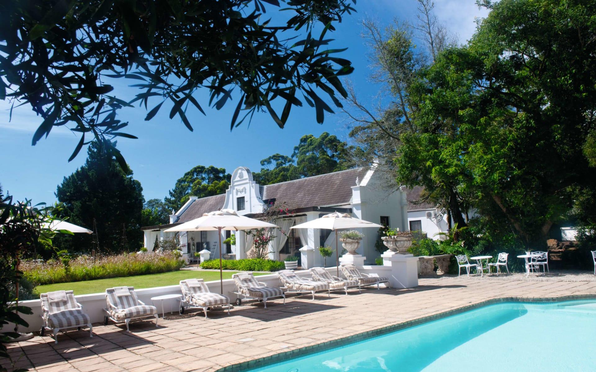Lairds Lodge Country Estate in Plettenberg Bay: Lairds Lodge  - Aussenansicht mit Pool