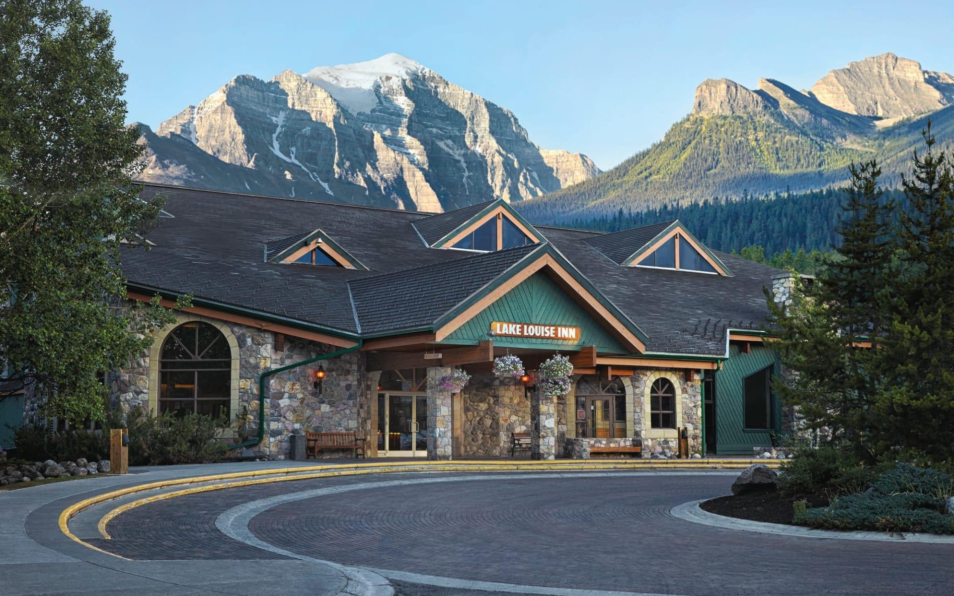 Lake Louise Inn:  Lake Louise Inn_EntranceArea