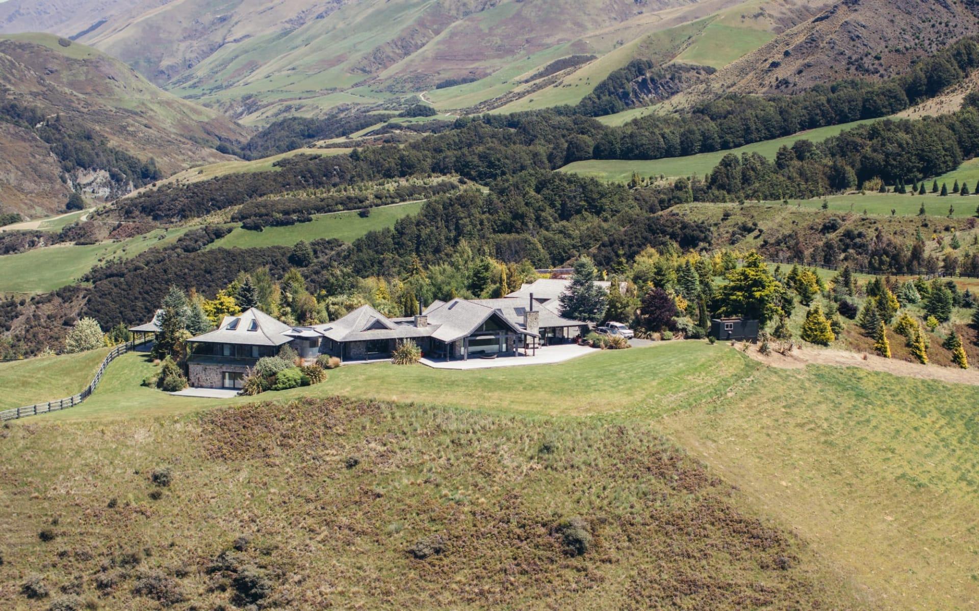 Mahu Whenua in Wanaka: MajorDomo_MahuWhenua_HomesteadExterior116 HERO8Homestead from the front