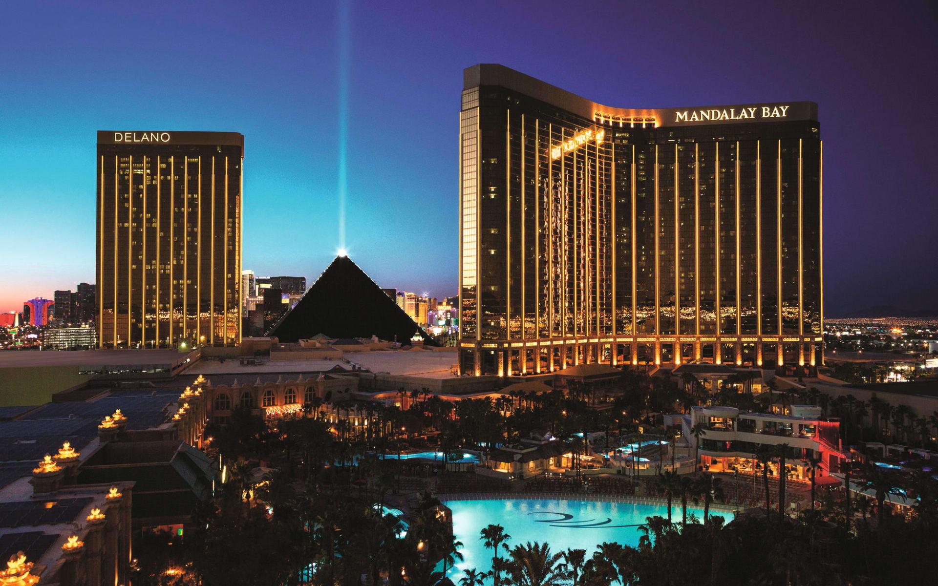 Mandalay Bay Resort & Casino in Las Vegas:  Mandalay Bay - Aussenansicht
