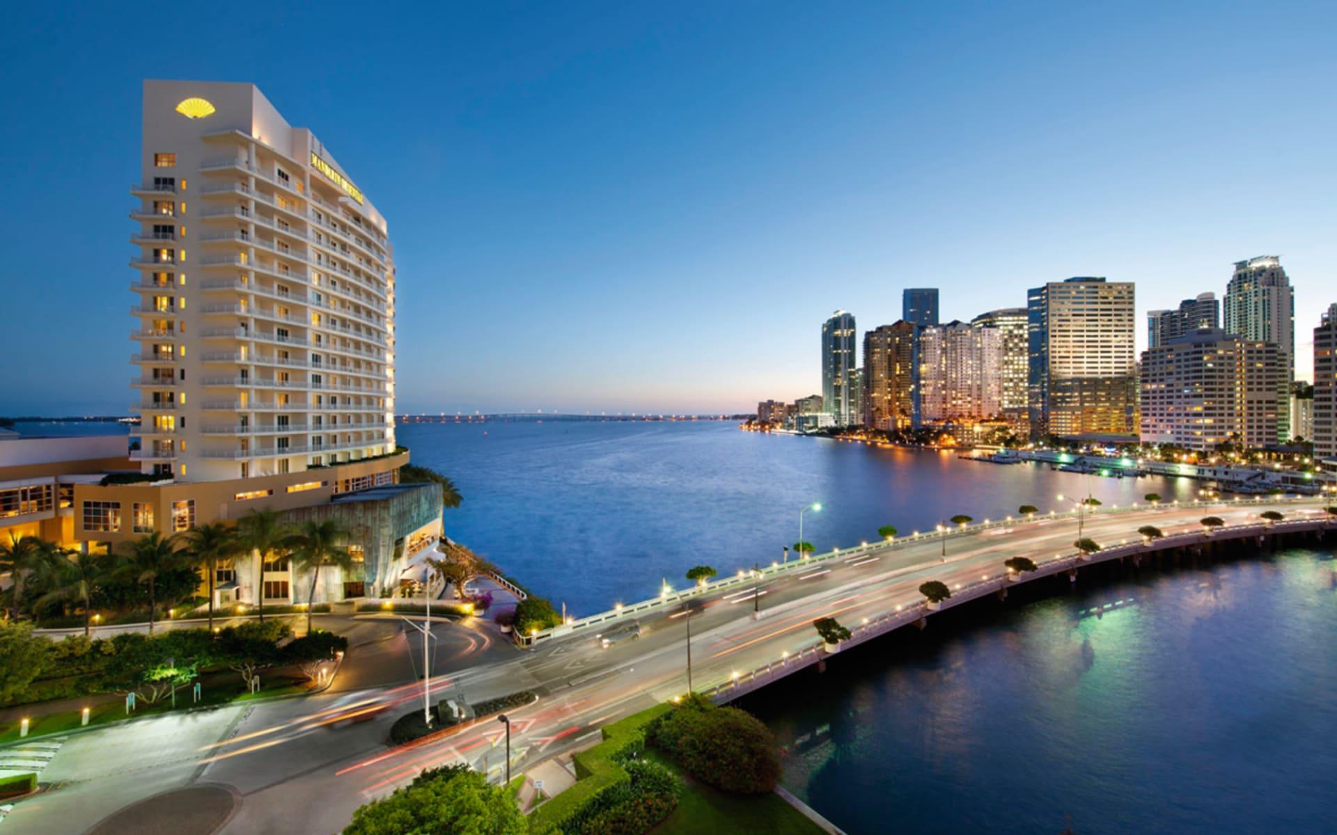 Mandarin Oriental Miami: exterior mandarin oriental miami hotelansicht brücke meer