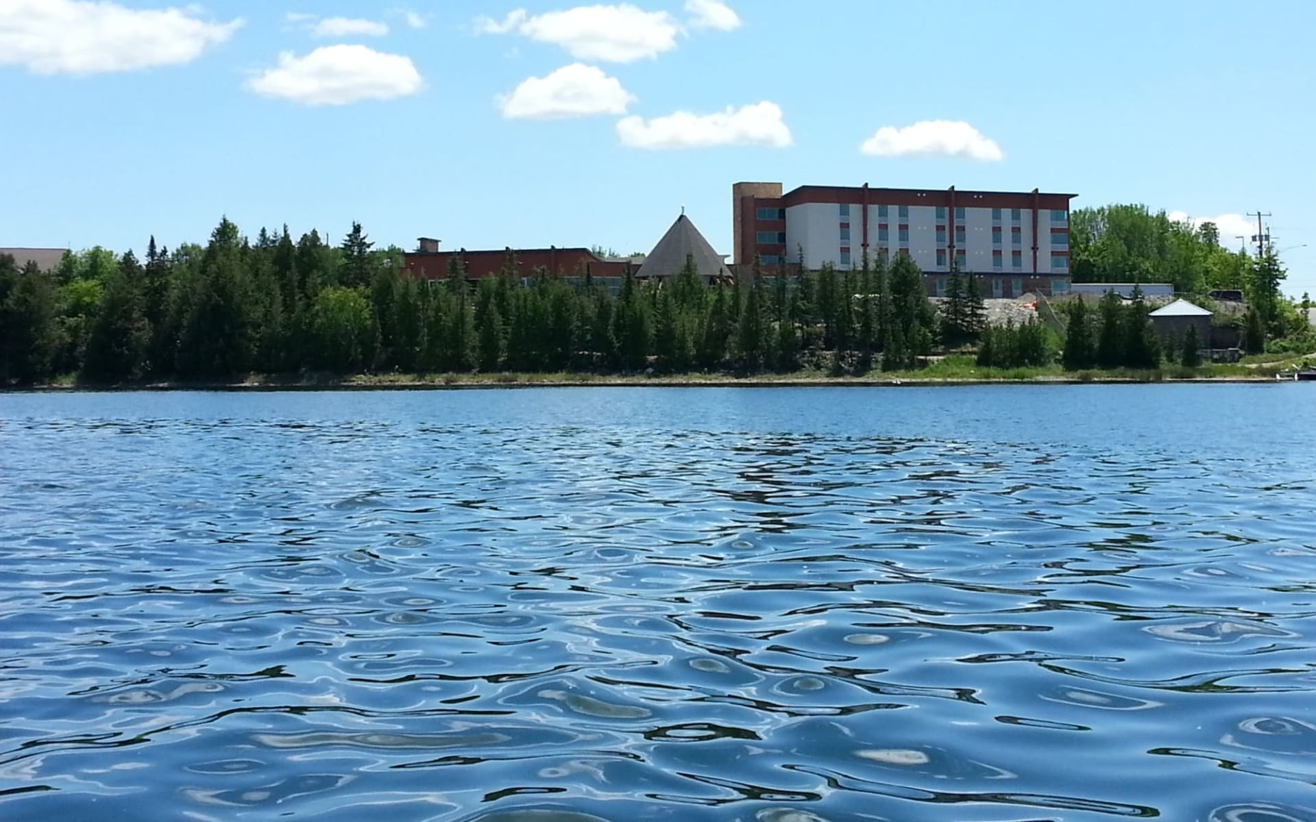 Manitoulin Hotel & Conference Centre in Little Current: exterior_Manitoulin Island Hotel & Conference Centre_FromLake