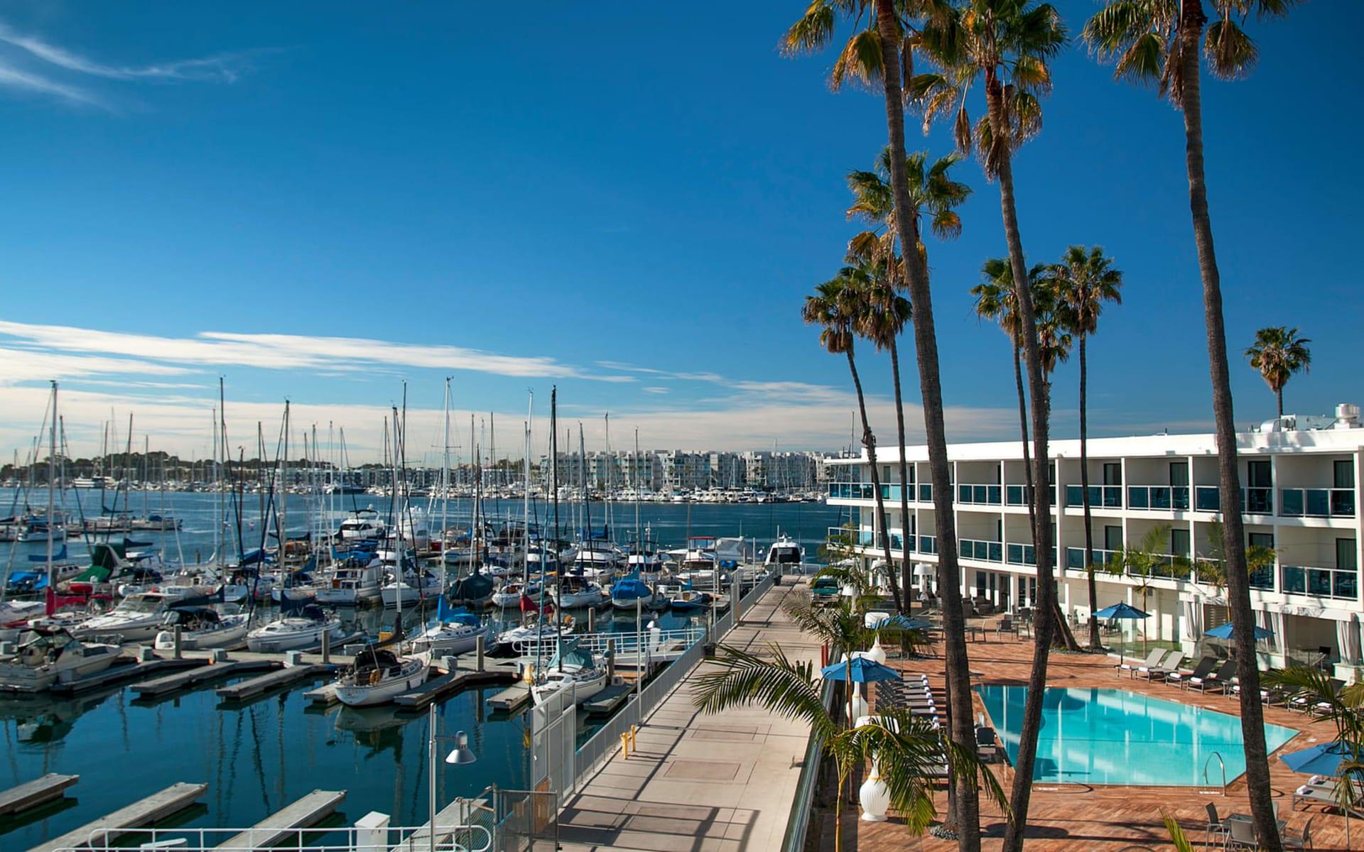 Marina del Rey Hotel:  Marina del Rey - Pool Hotel Hafen
