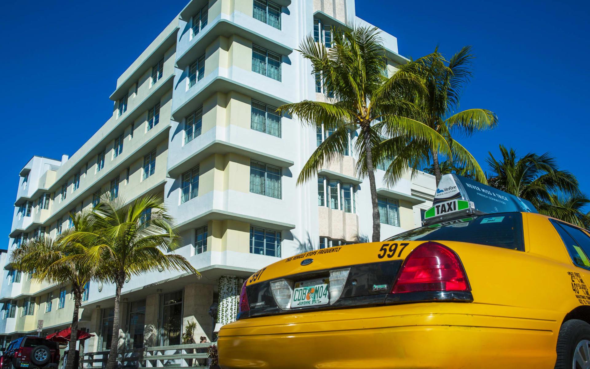 Metropolitan by COMO Miami Beach:  Metropolitan by Como - Fassade und Taxi