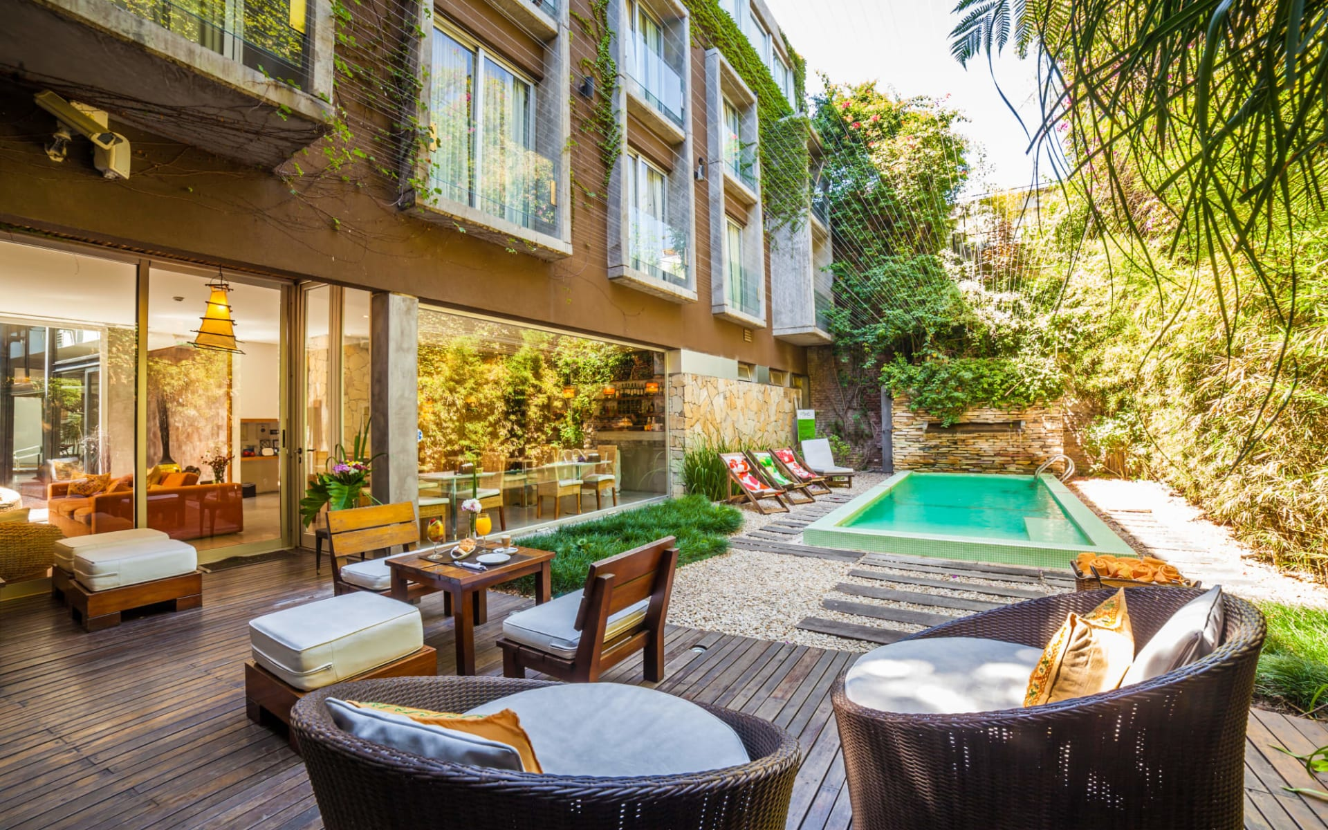 Mine Boutique Hotel in Buenos Aires:  Mine Boutique Hotel Buenos Aires - Sitzplatz mit Pool