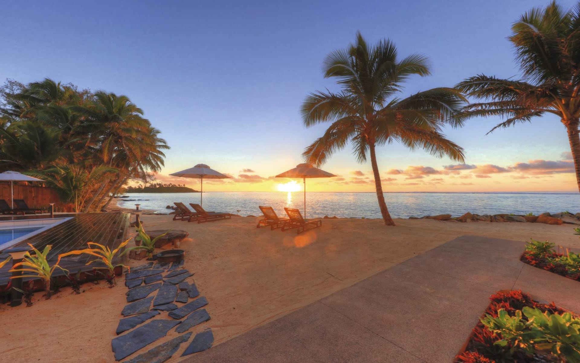 Moana Sands Lagoon Resort in Rarotonga: Exterior Moana-Sands-Lagoon-Resort - Muri-Sunrise cTurama