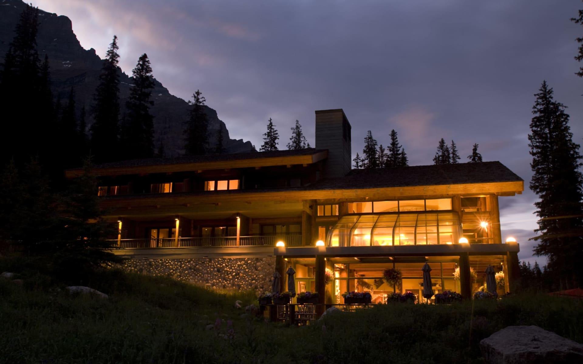 Moraine Lake Lodge in Lake Louise:  Moraine Lake Lodge_LodgeEveningLight