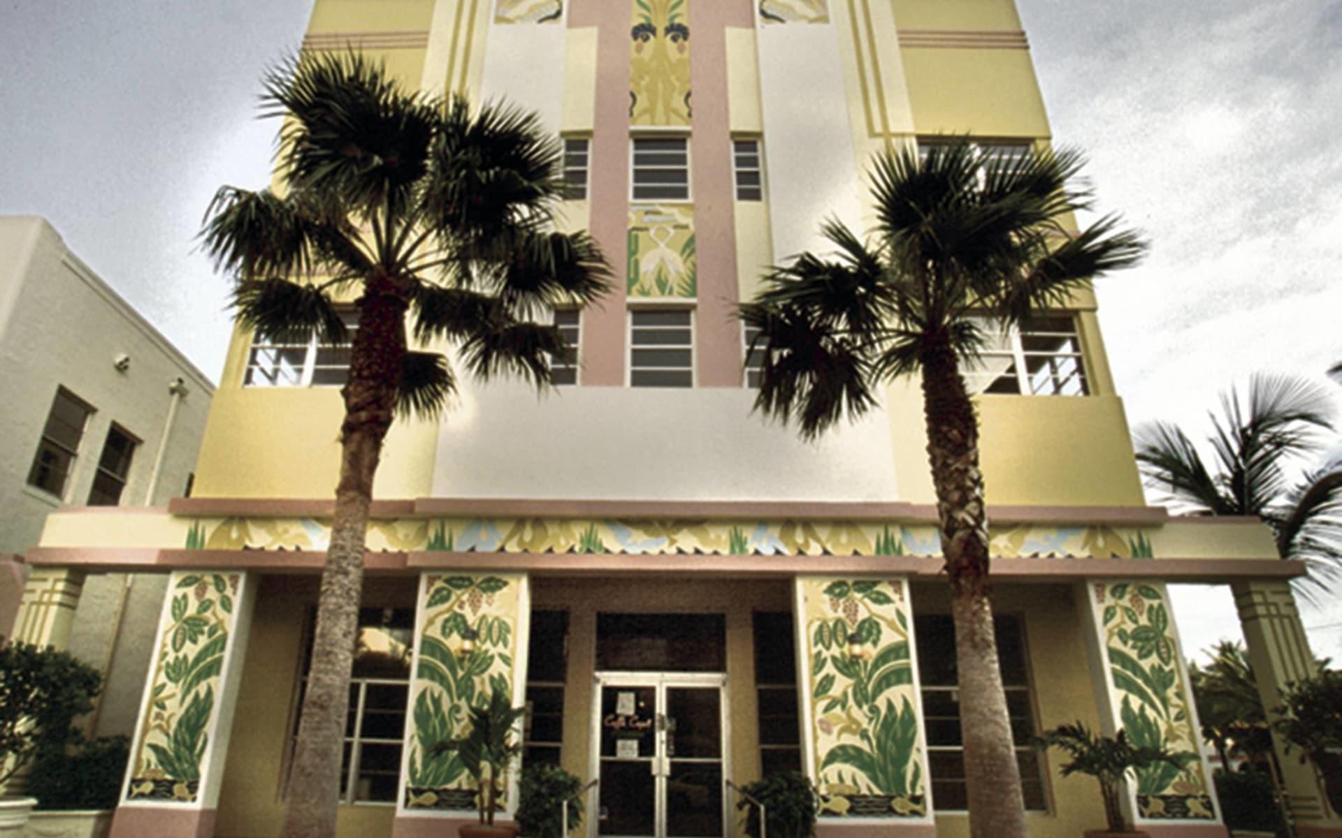 Ocean Five Hotel in Miami Beach:  Ocean Five - Hoteleingang mit Palmen