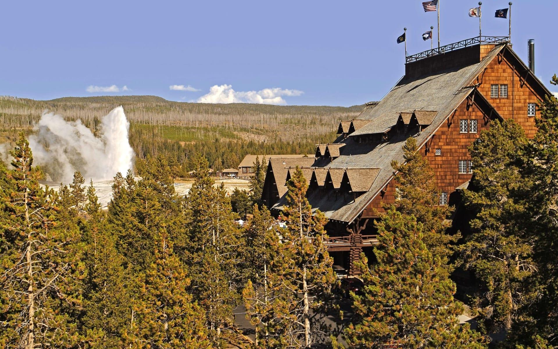 Old Faithful Inn in Yellowstone National Park: Exterior_Old Faithful Inn_Hotel