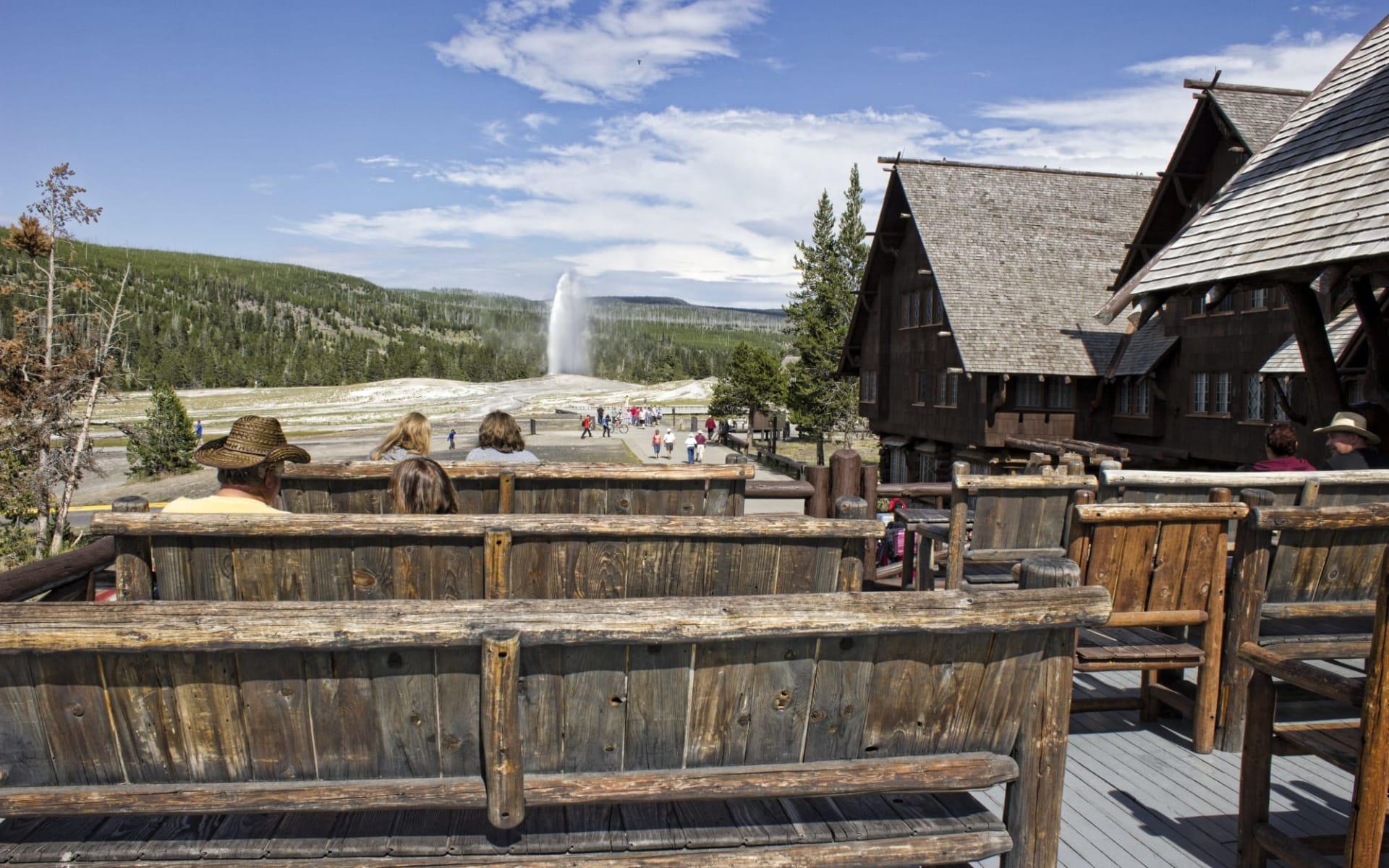 Old Faithful Inn in Yellowstone National Park: Exterior_Old Faithful Inn_Hotel_BON (4)