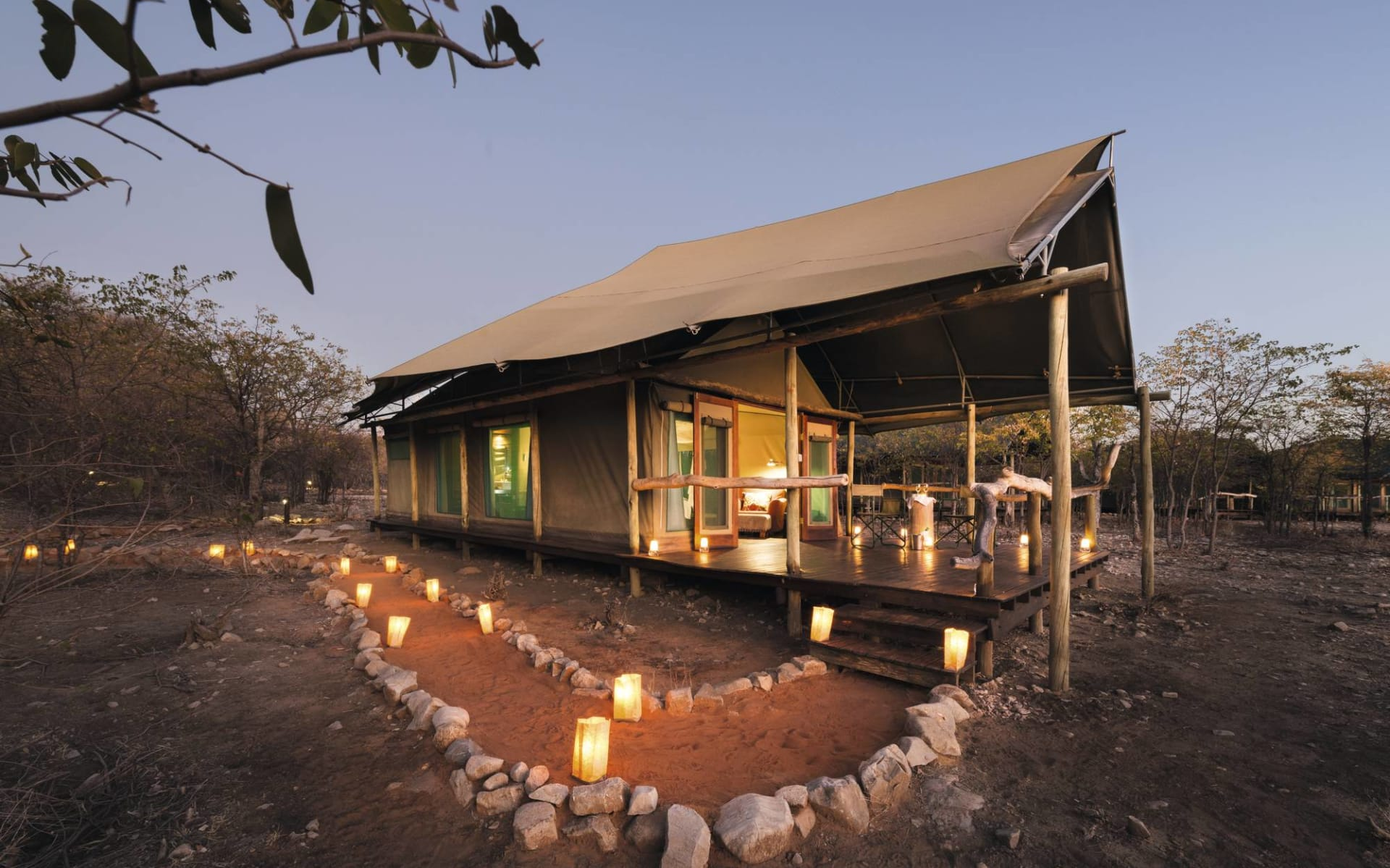 Ongava Tented Camp in Etosha Nationalpark: Ongava Tented Camp - zeltzimmer von Aussen