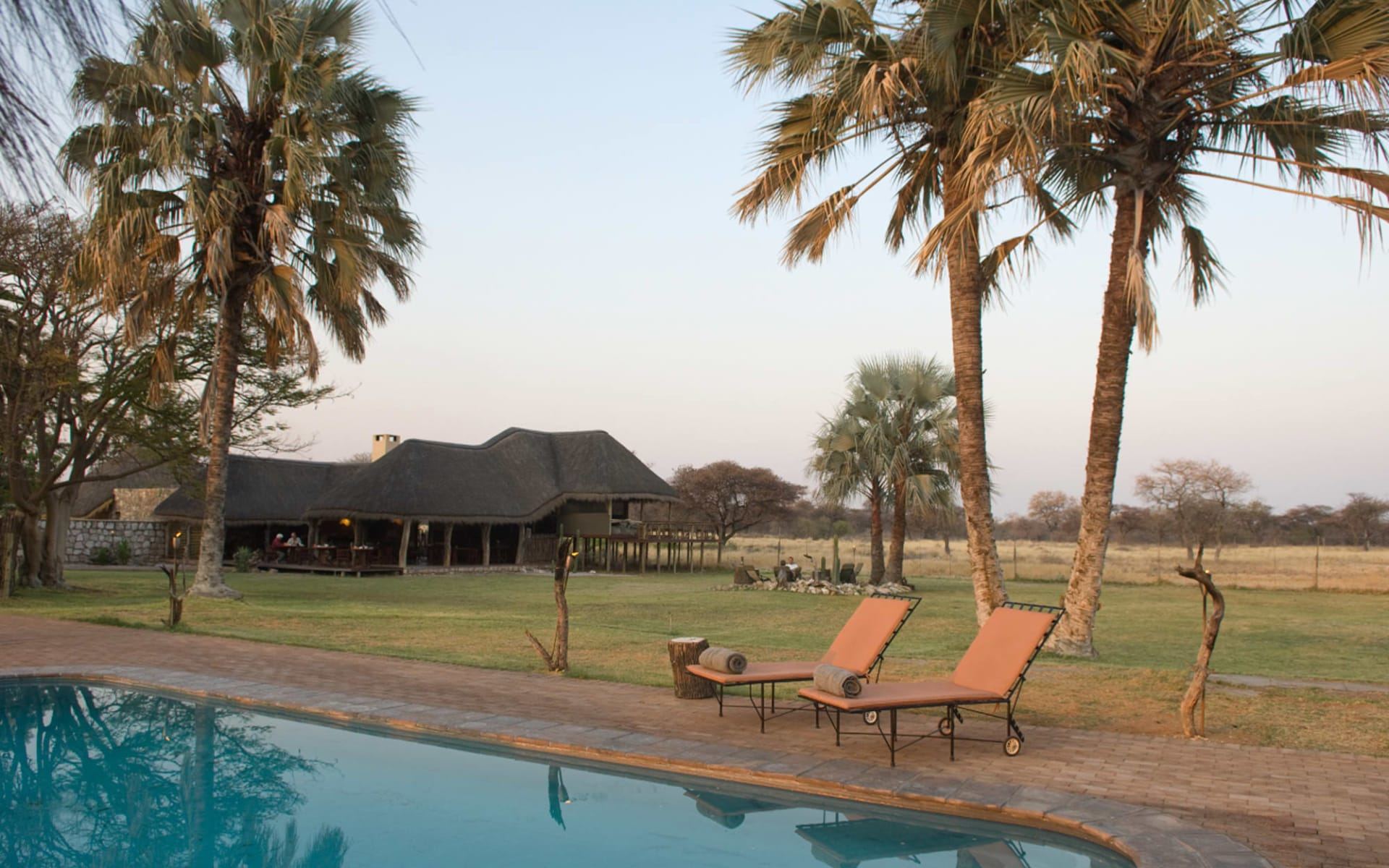 Onguma Bush Camp in Etosha Nationalpark: ONGUMA BUSH CAMP POOL TO LAPA