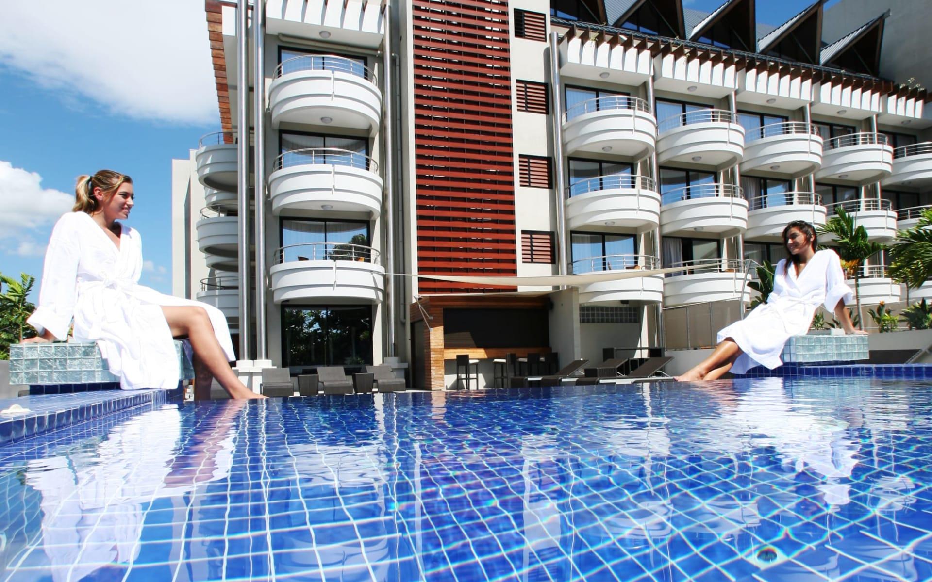 Hotel Tahiti Nui in Papeete:  PPT Hotel Tahiti Nui Swimming Pool (copyright wake-up) (2)