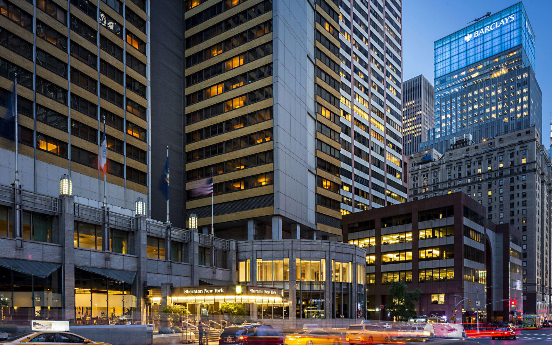 Sheraton Manhattan at Times Square in New York - Manhattan:  Sheraton Times Square - Aussenansicht bei Nacht