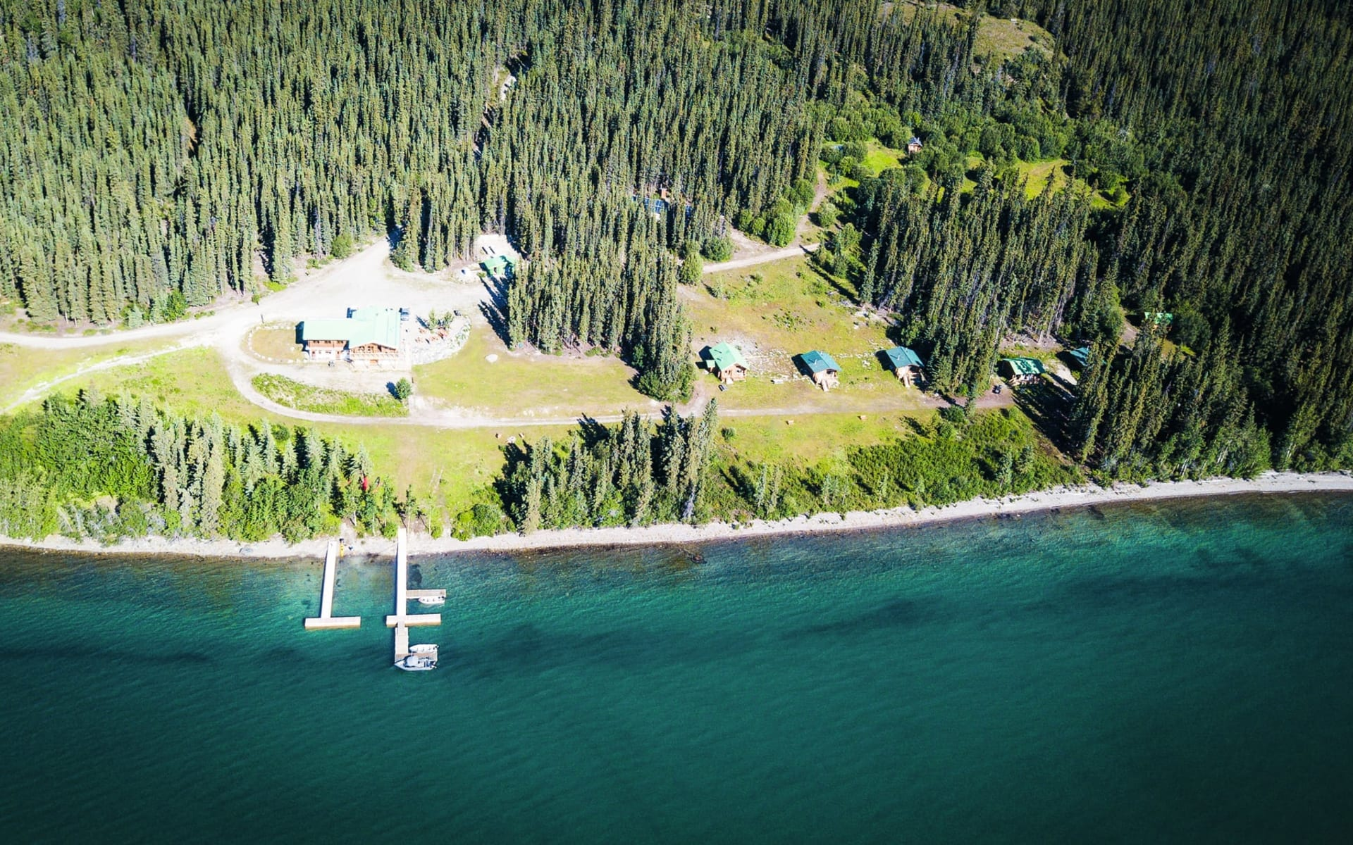 Southern Lakes Resort & Restaurant in Tagish: Exterior_Southern Lakes Resort_Aussenansicht von oben_GoNorth