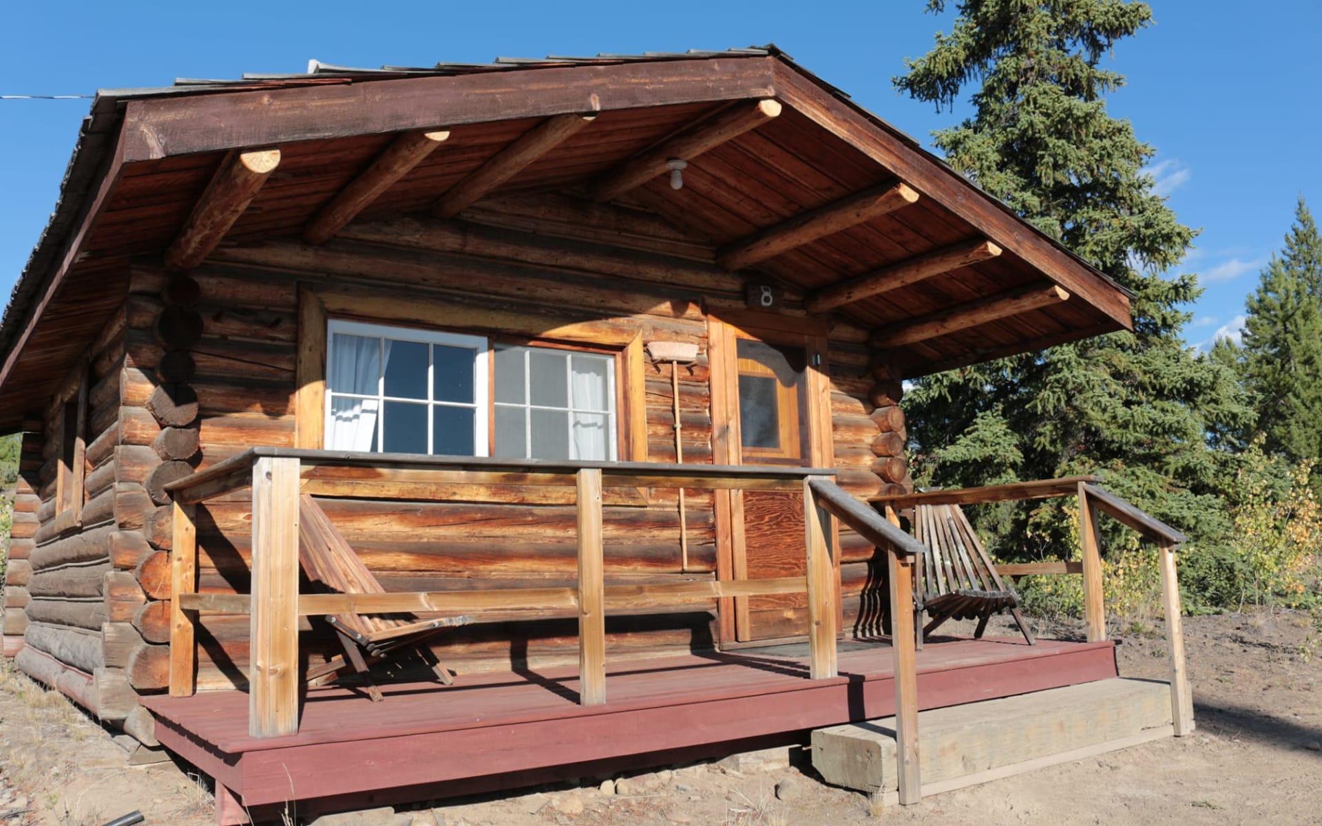Stewart's Lodge in Kleena Kleene: Exterior_Stewart's Lodge_Cabin Aussenansicht2_Jonview