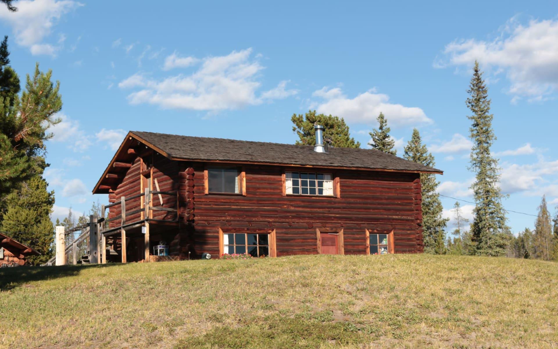 Stewart's Lodge in Kleena Kleene: Exterior_Stewart's Lodge_Cabin Aussenansicht3_Jonview