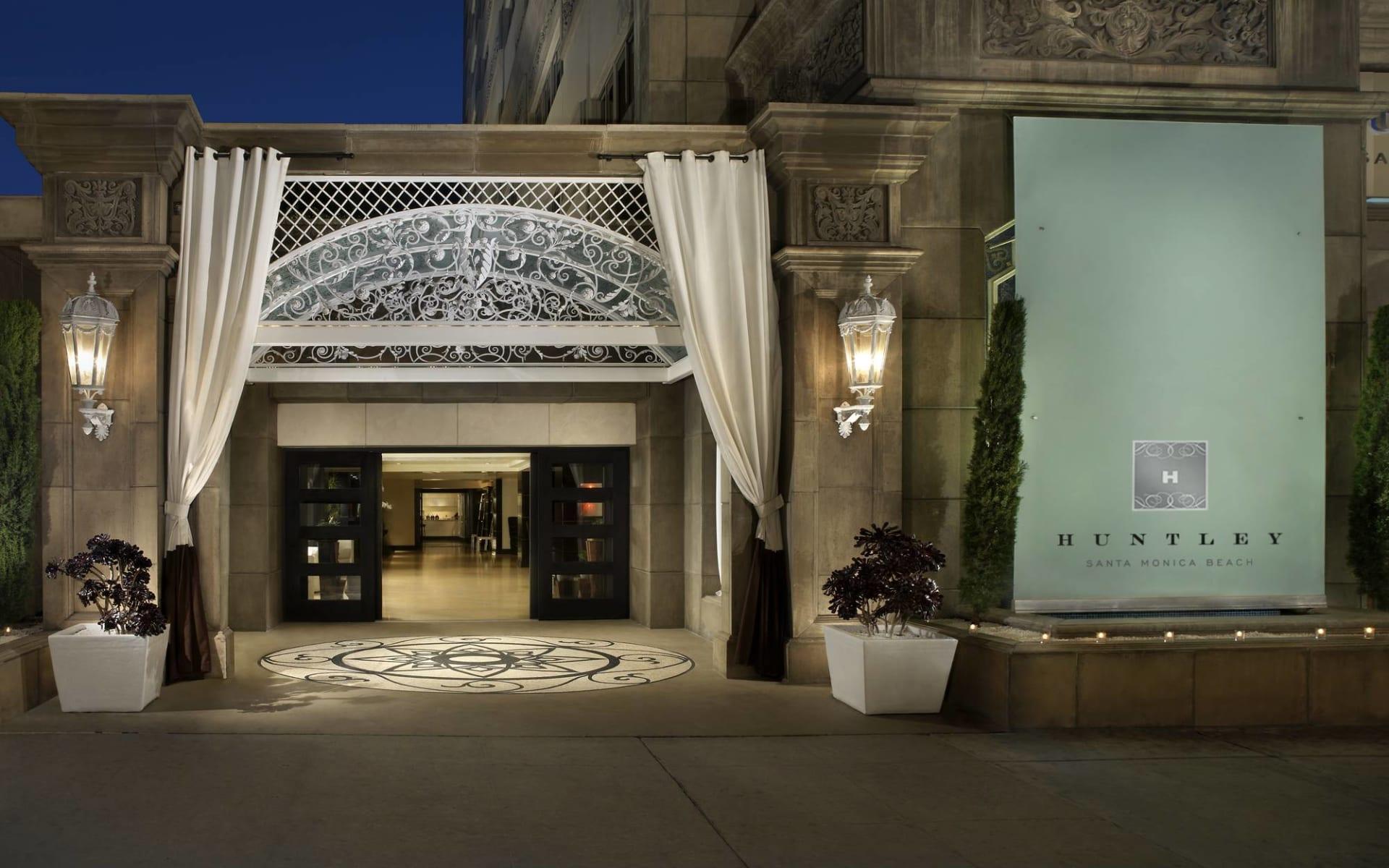 The Huntley Santa Monica Beach Hotel:  The Huntley - Aussenansicht bei Nacht